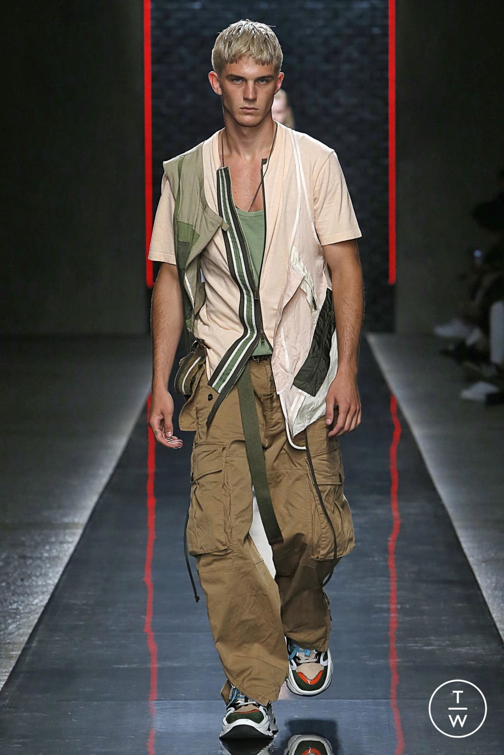 Fashion Week Milan Spring/Summer 2019 look 41 from the Dsquared2 collection menswear