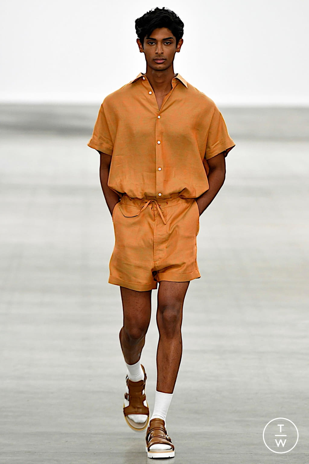 Fashion Week London Spring/Summer 2020 look 2 from the E. Tautz collection 男装