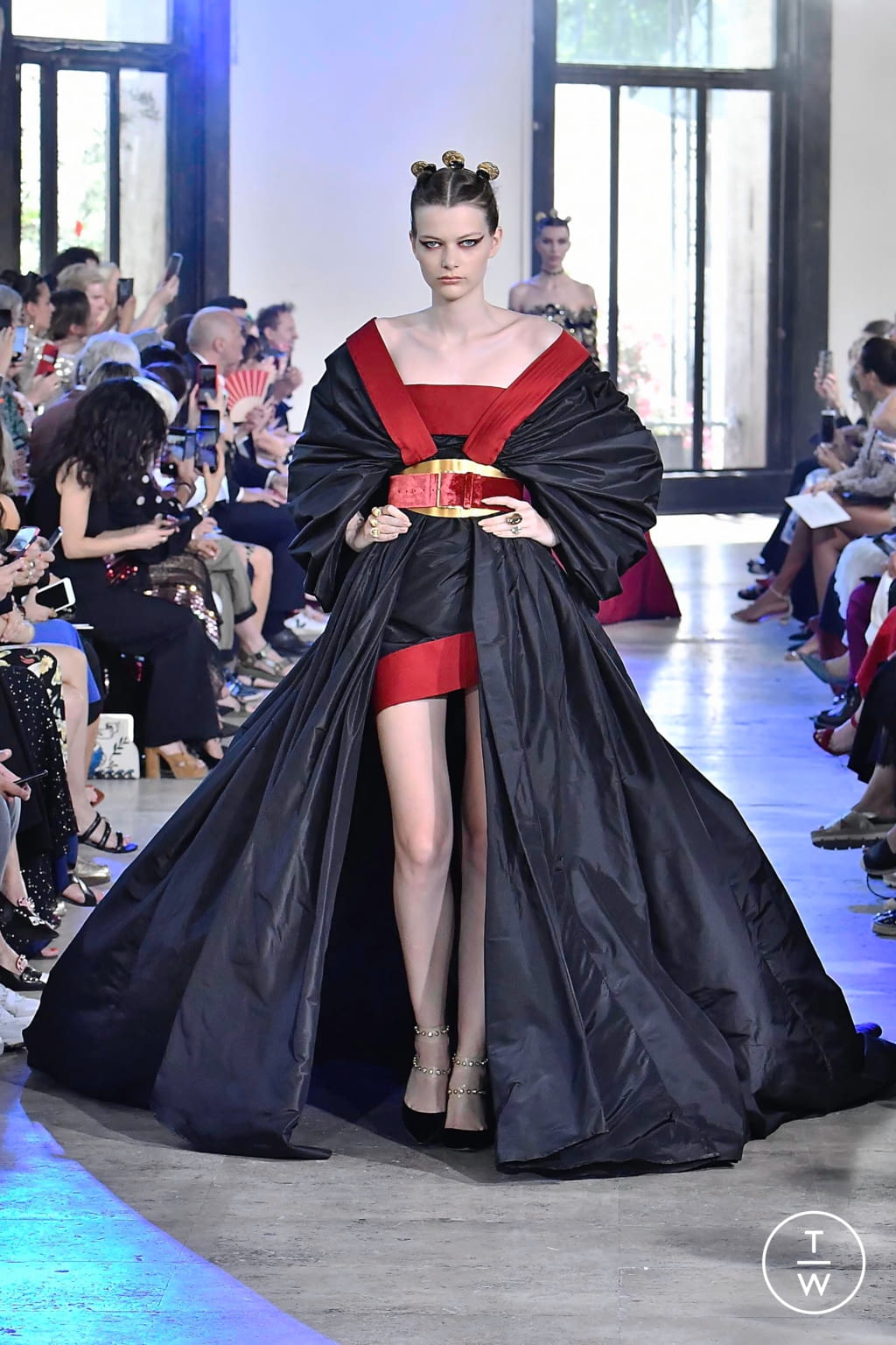 Fashion Week Paris Fall/Winter 2019 look 3 from the Elie Saab collection couture