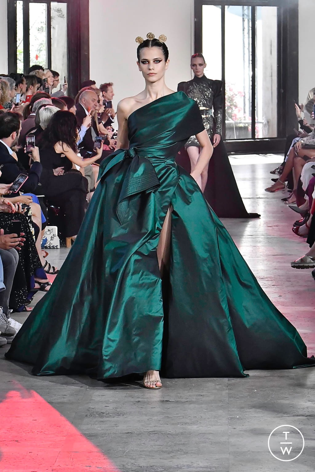 Fashion Week Paris Fall/Winter 2019 look 16 from the Elie Saab collection couture