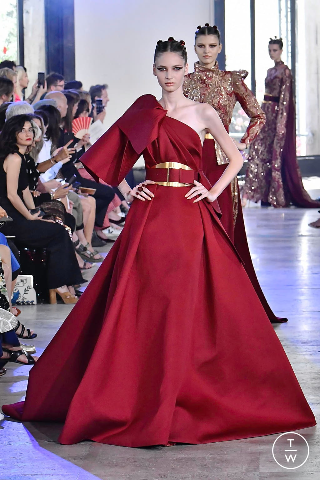 Fashion Week Paris Fall/Winter 2019 look 26 from the Elie Saab collection couture
