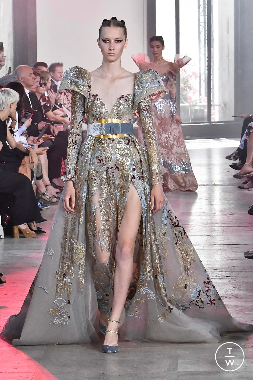 Fashion Week Paris Fall/Winter 2019 look 40 from the Elie Saab collection couture