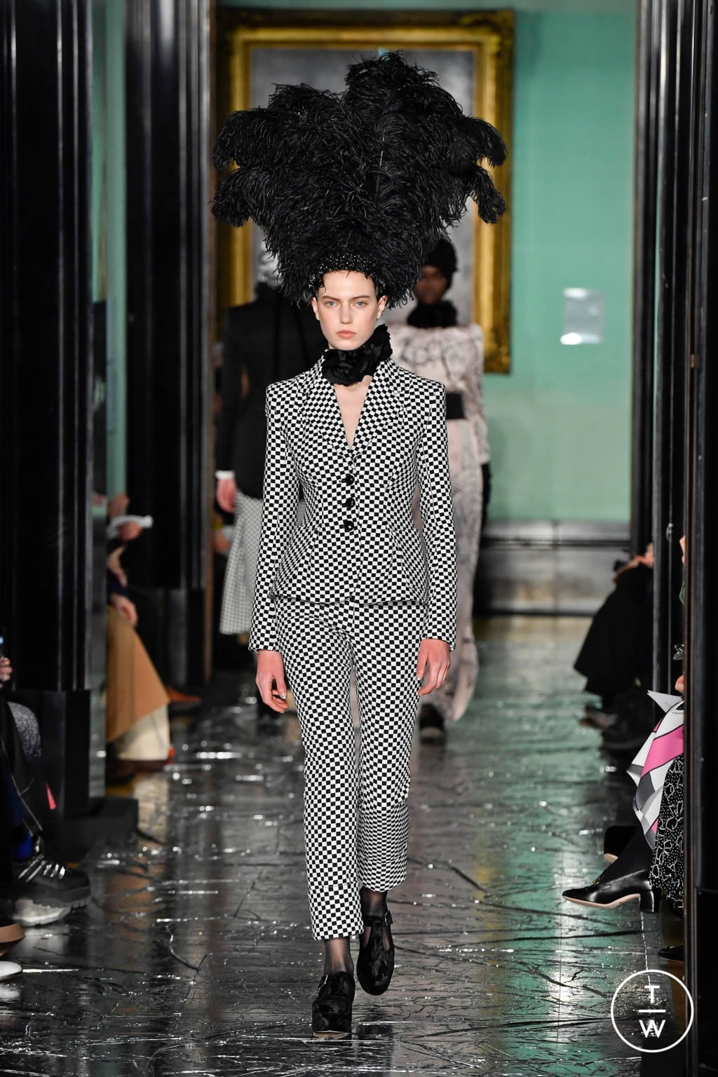 Fashion Week London Fall/Winter 2020 look 22 from the Erdem collection womenswear