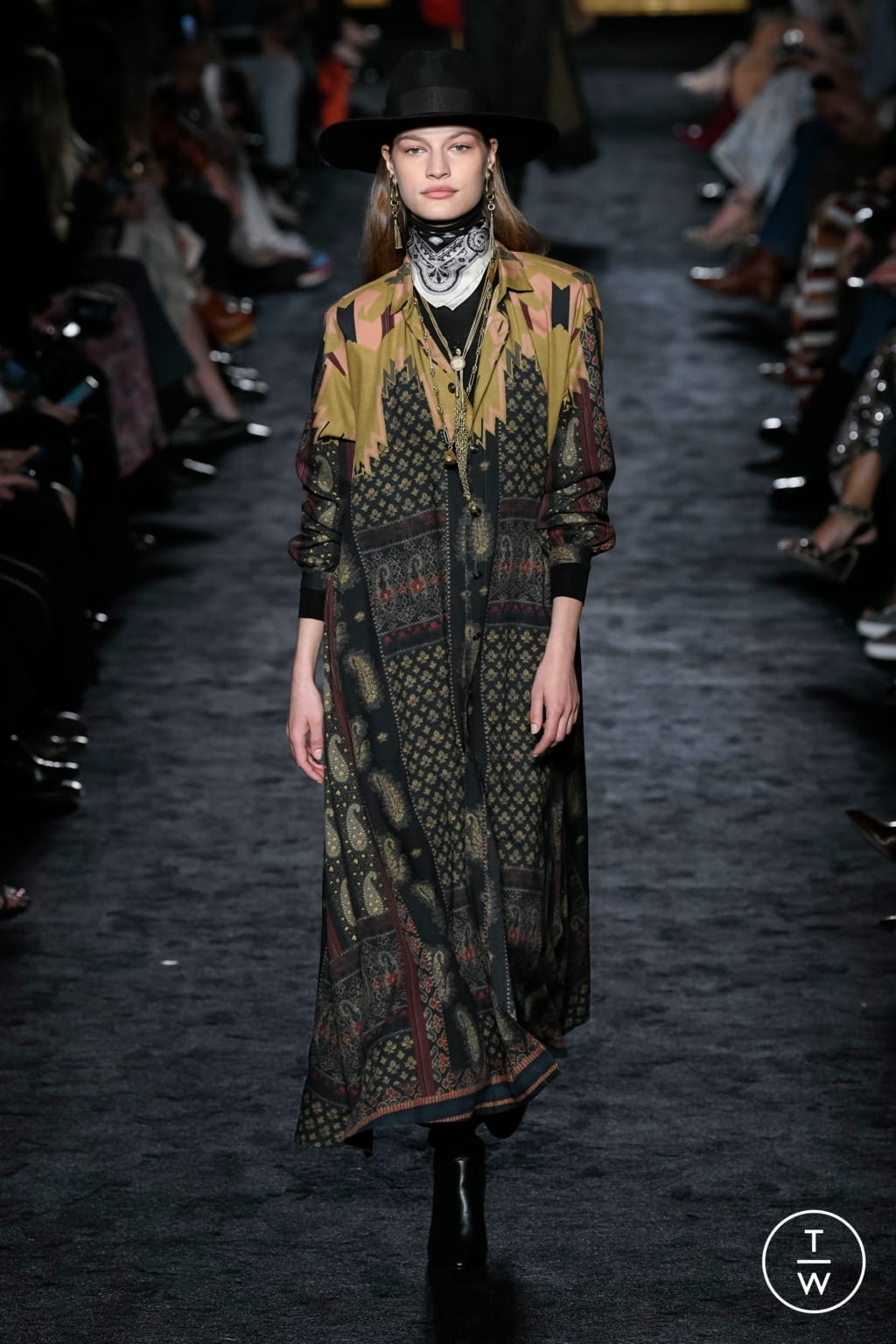 Fashion Week Milan Fall/Winter 2020 look 16 from the Etro collection womenswear