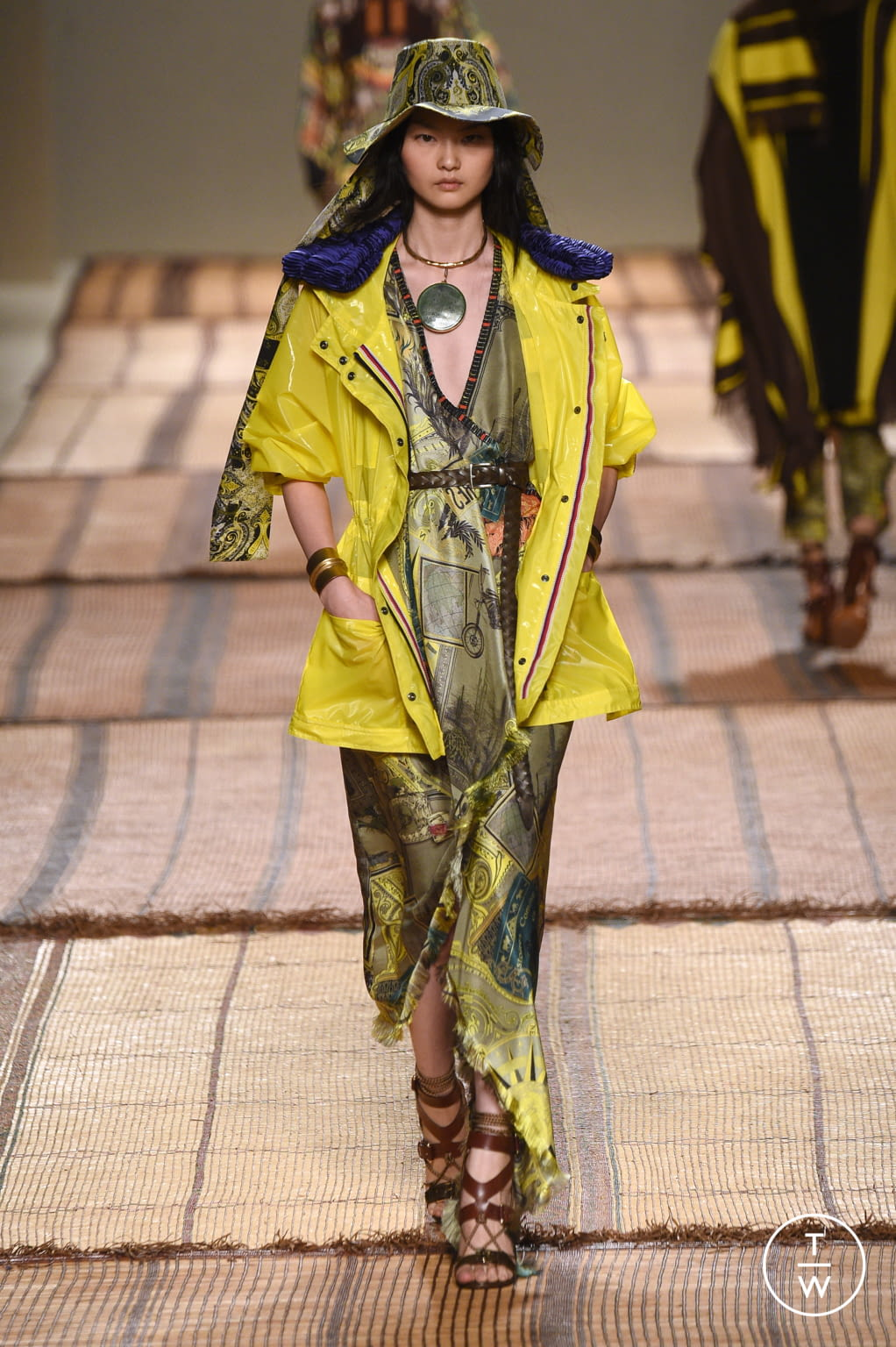 Fashion Week Milan Spring/Summer 2017 look 28 from the Etro collection womenswear