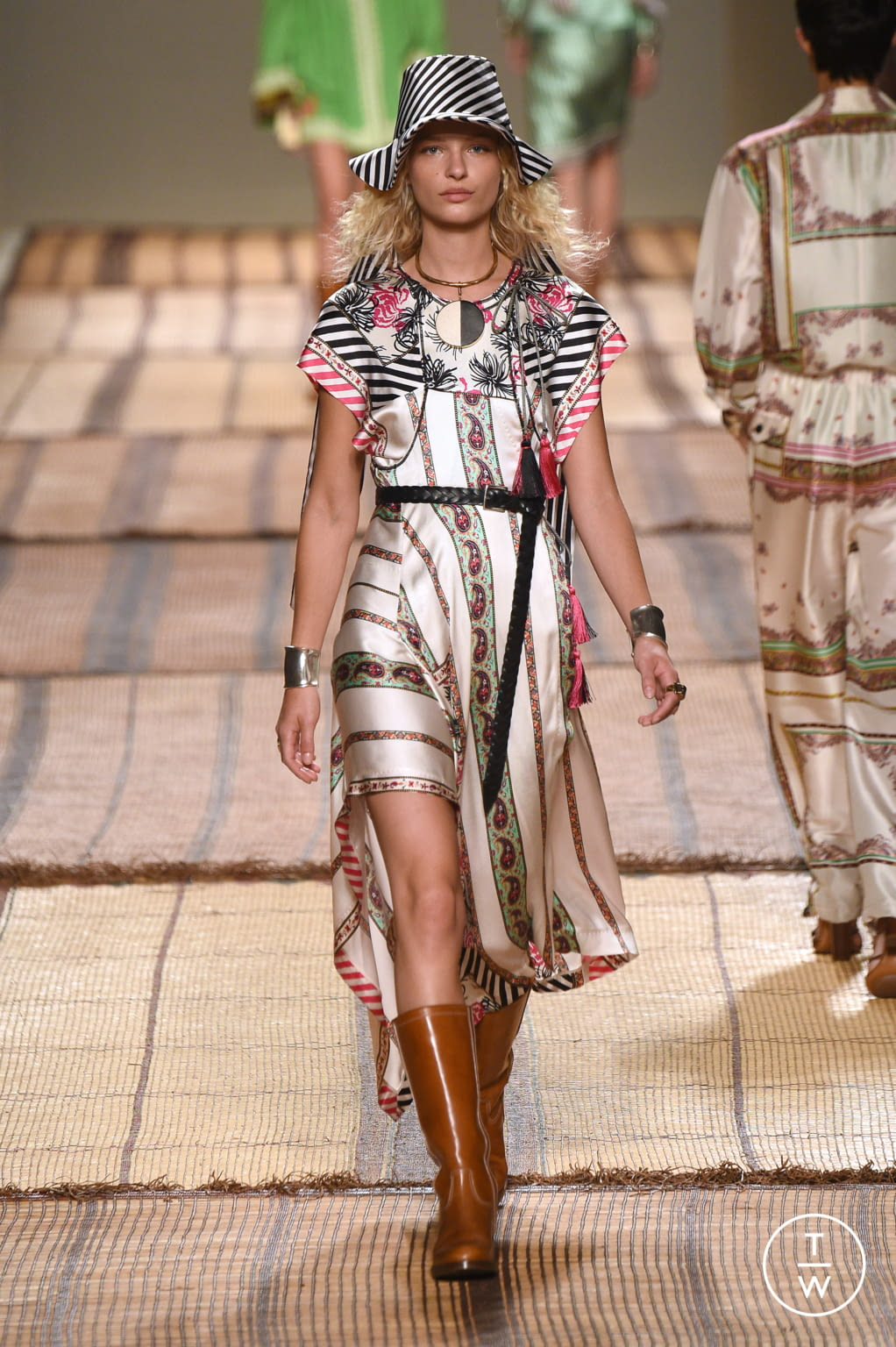 Fashion Week Milan Spring/Summer 2017 look 34 from the Etro collection womenswear