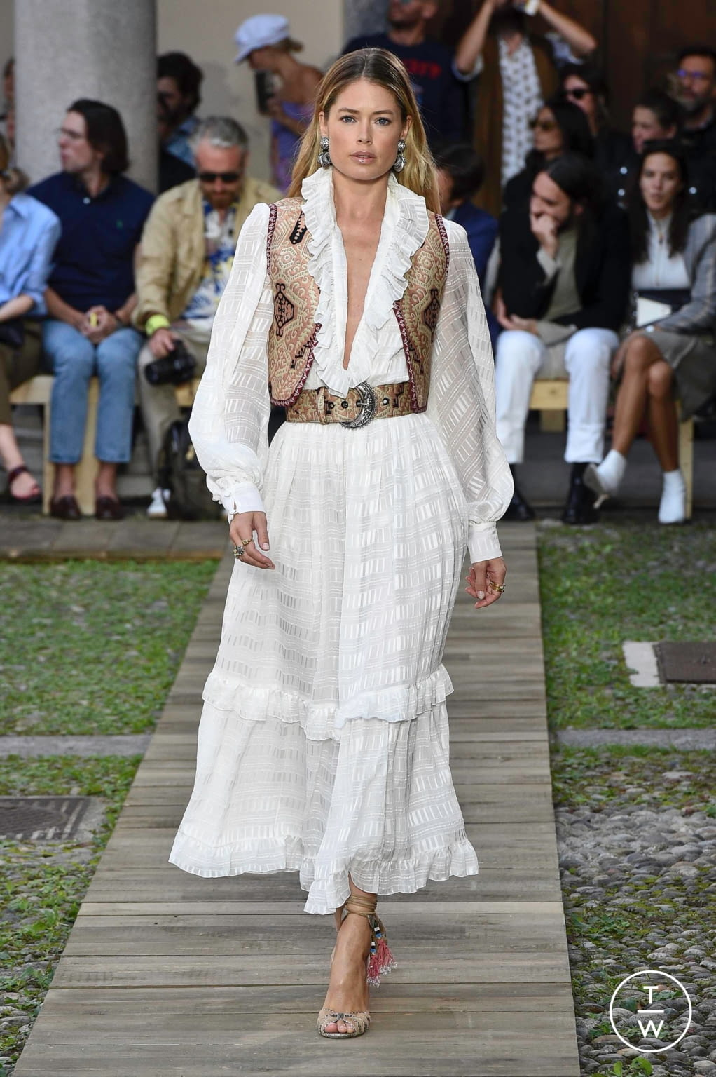 Fashion Week Milan Spring/Summer 2020 look 1 from the Etro collection womenswear