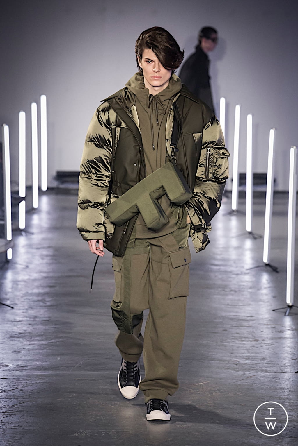 Fashion Week London Fall/Winter 2020 look 17 from the Feng Chen Wang collection menswear