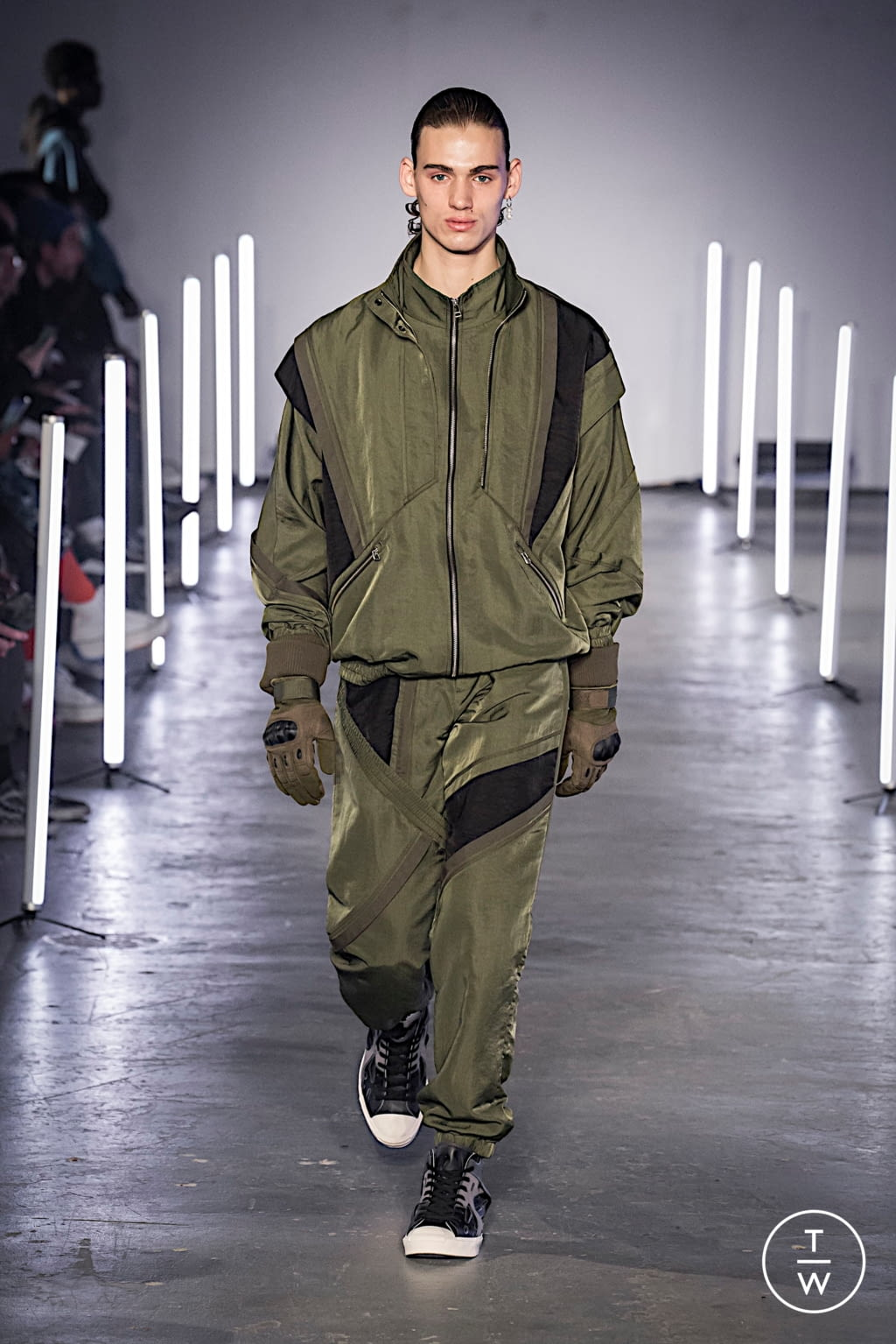 Fashion Week London Fall/Winter 2020 look 19 from the Feng Chen Wang collection menswear