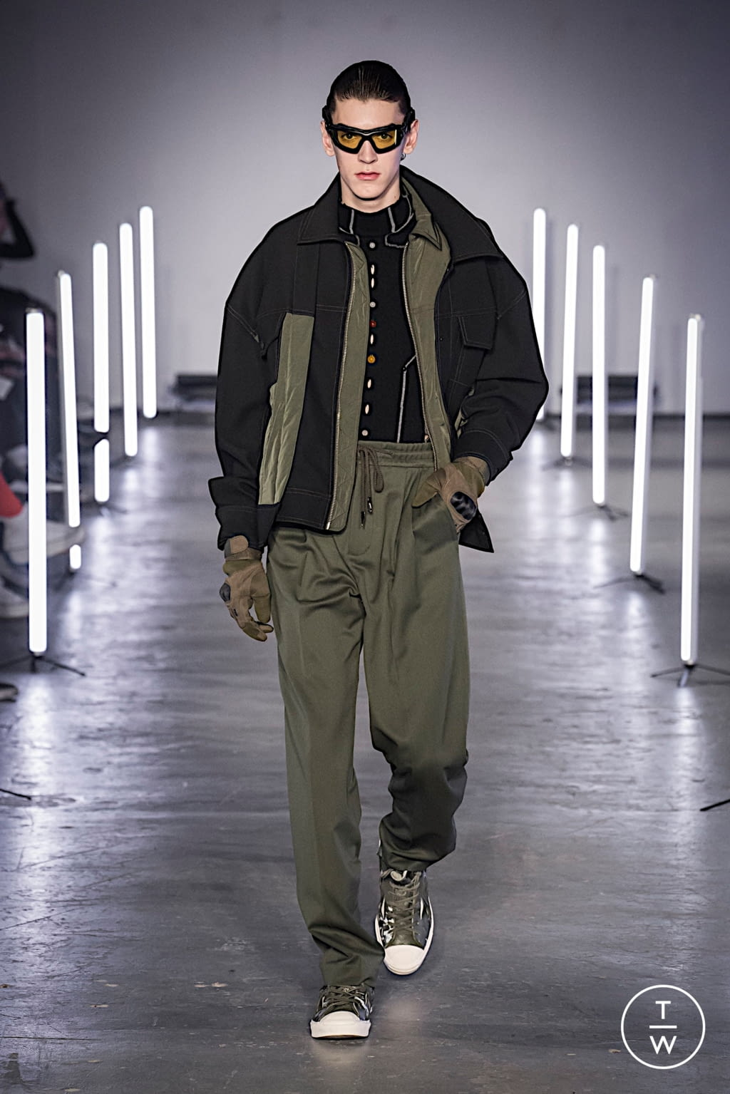Fashion Week London Fall/Winter 2020 look 18 from the Feng Chen Wang collection menswear