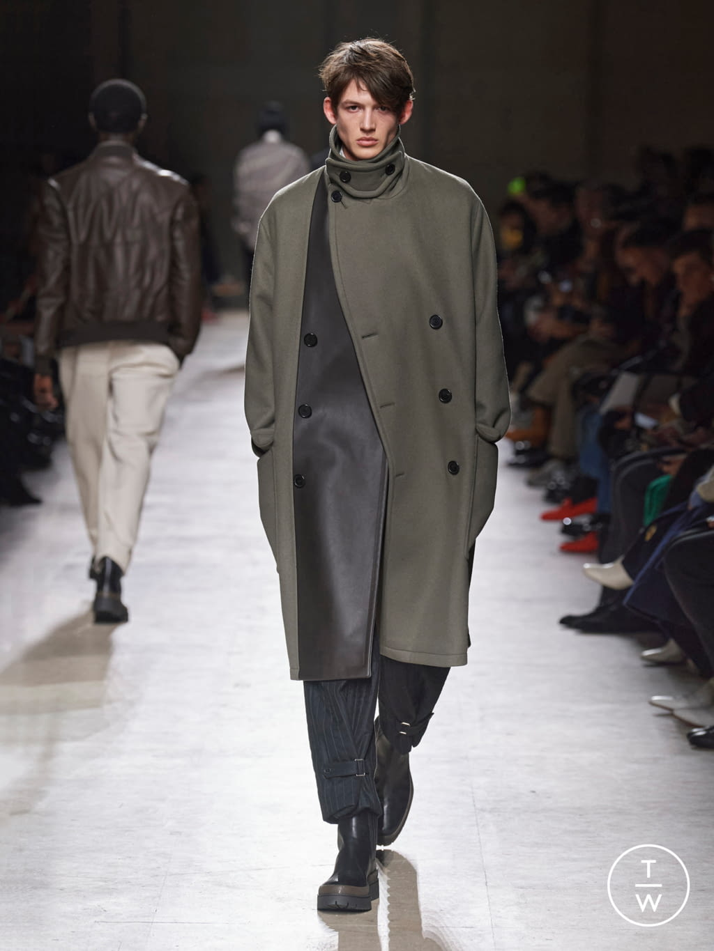 Fashion Week Paris Fall/Winter 2020 look 19 from the Hermès collection menswear