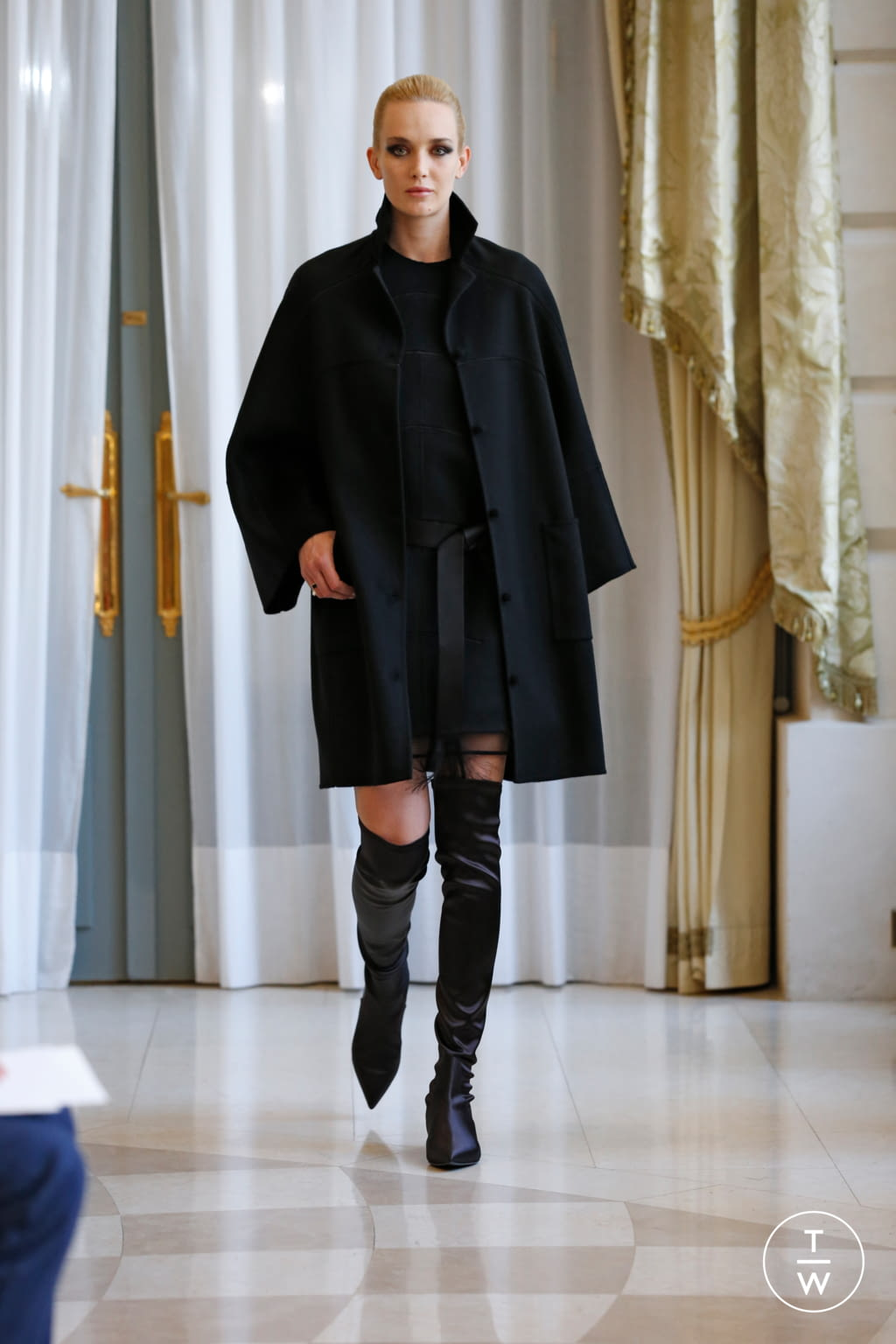 Fashion Week Paris Fall/Winter 2019 look 13 from the R331 collection couture