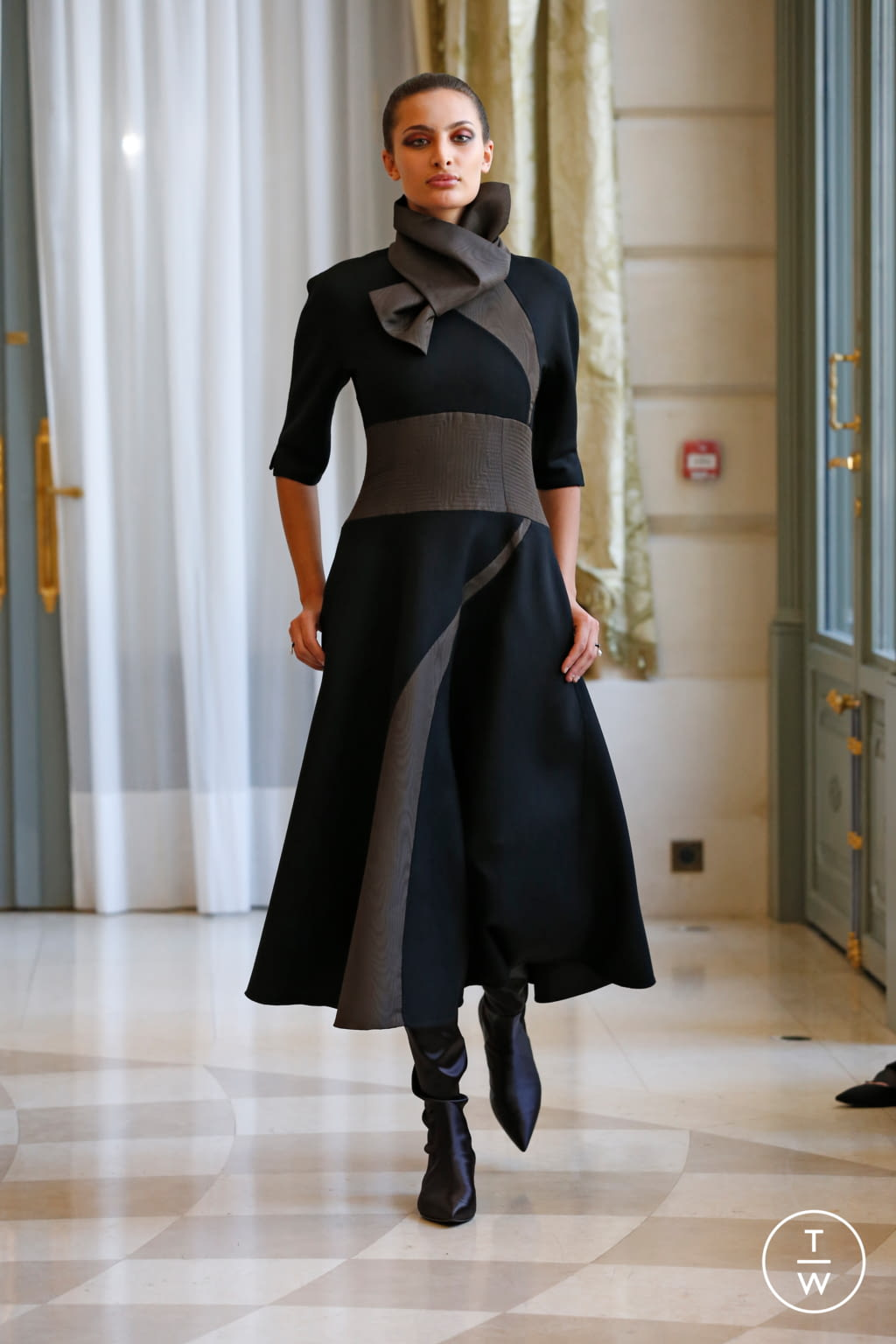 Fashion Week Paris Fall/Winter 2019 look 16 from the R331 collection couture
