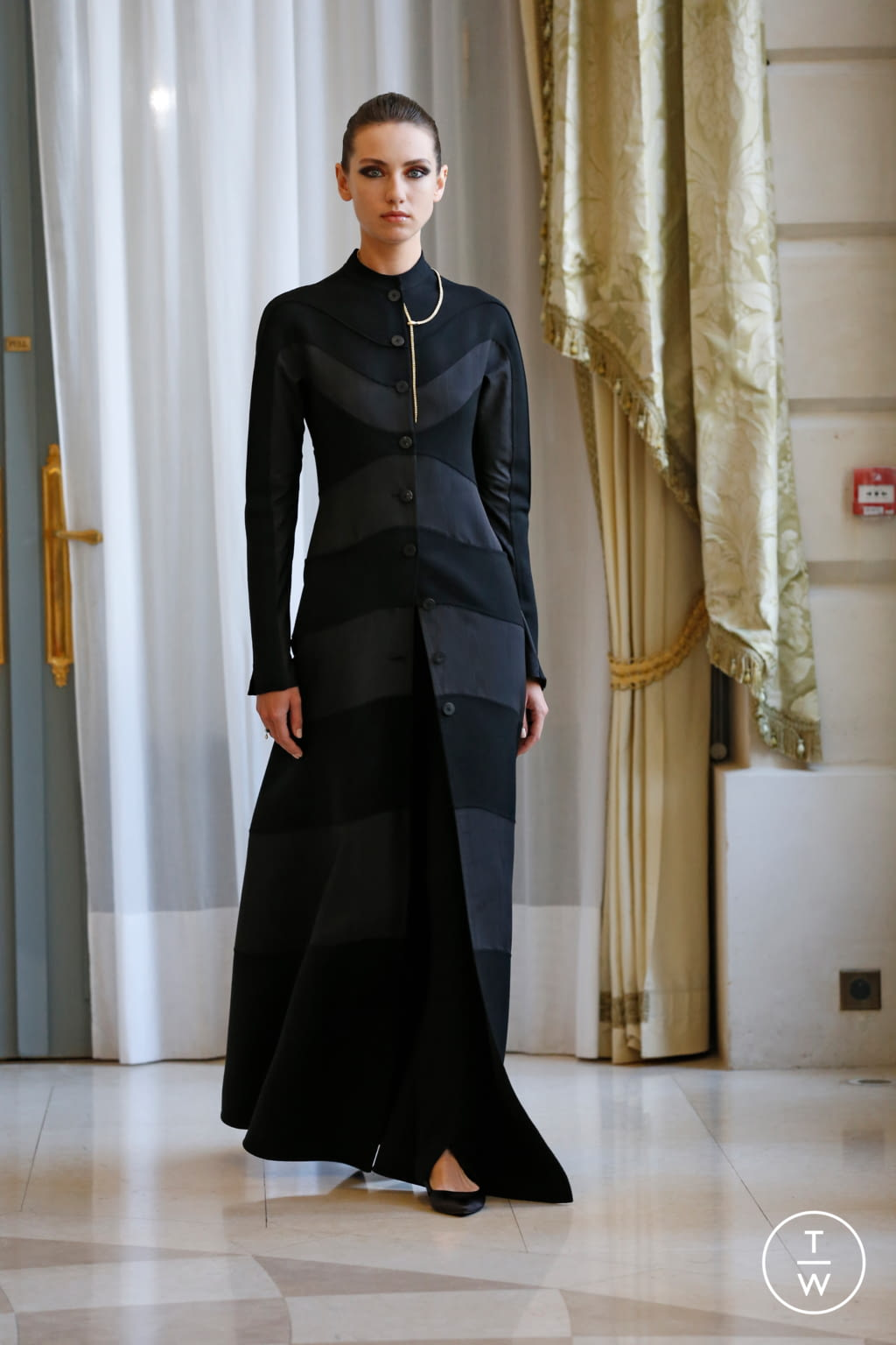 Fashion Week Paris Fall/Winter 2019 look 18 from the R331 collection couture