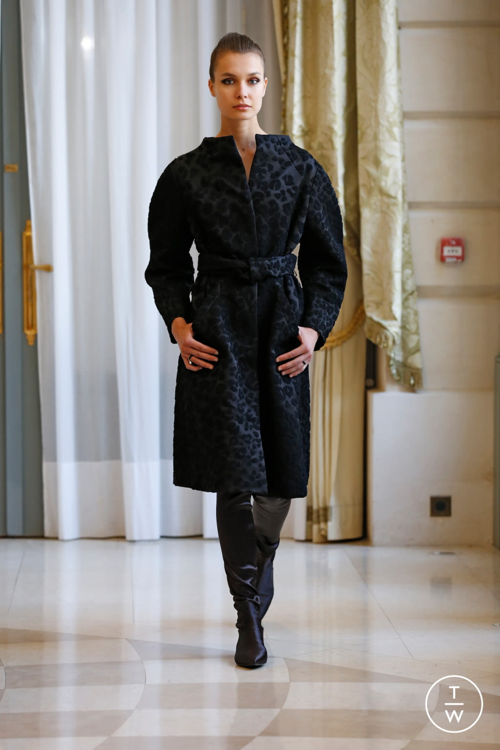 Fashion Week Paris Fall/Winter 2019 look 22 de la collection R331 couture