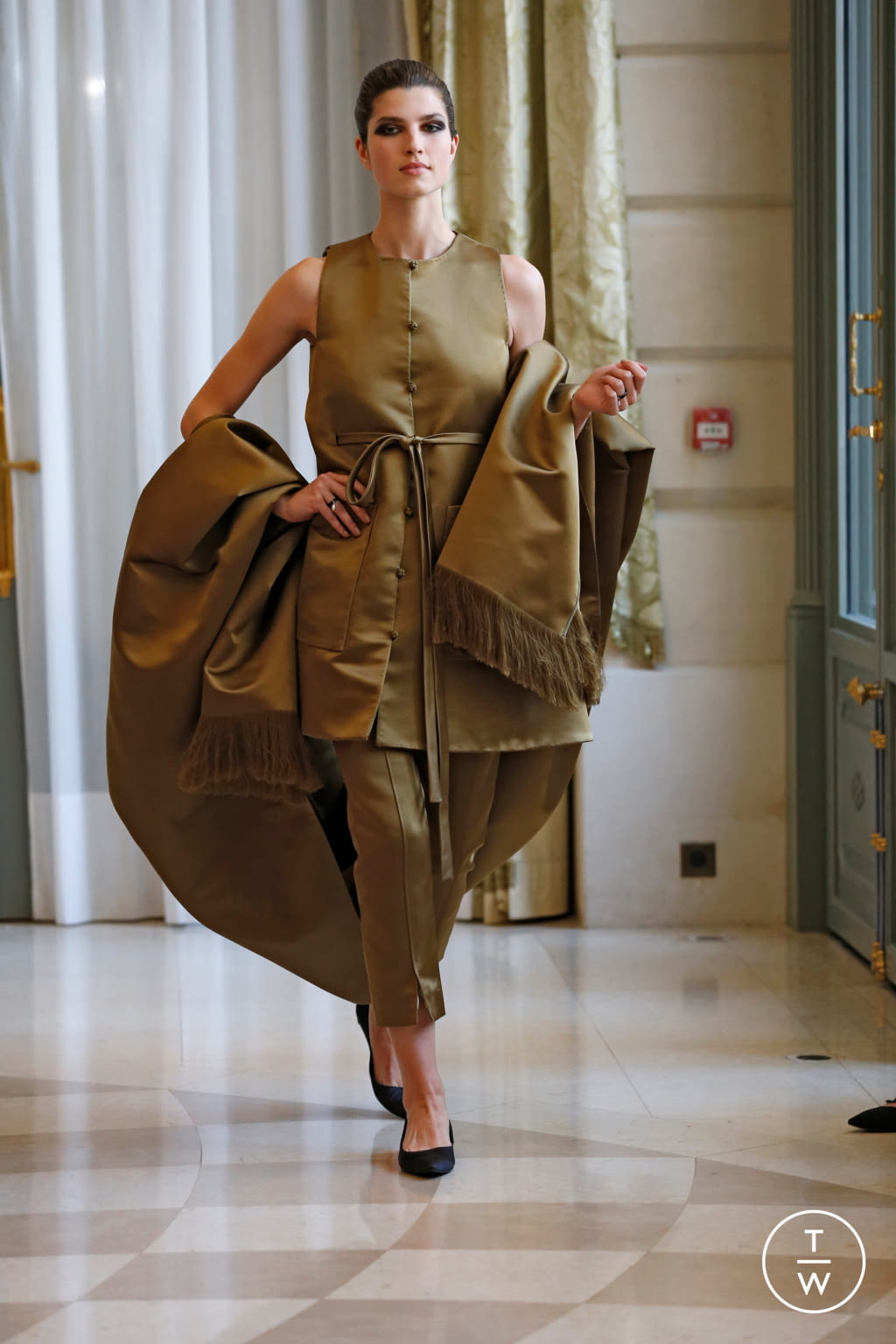 Fashion Week Paris Fall/Winter 2019 look 25 from the R331 collection couture
