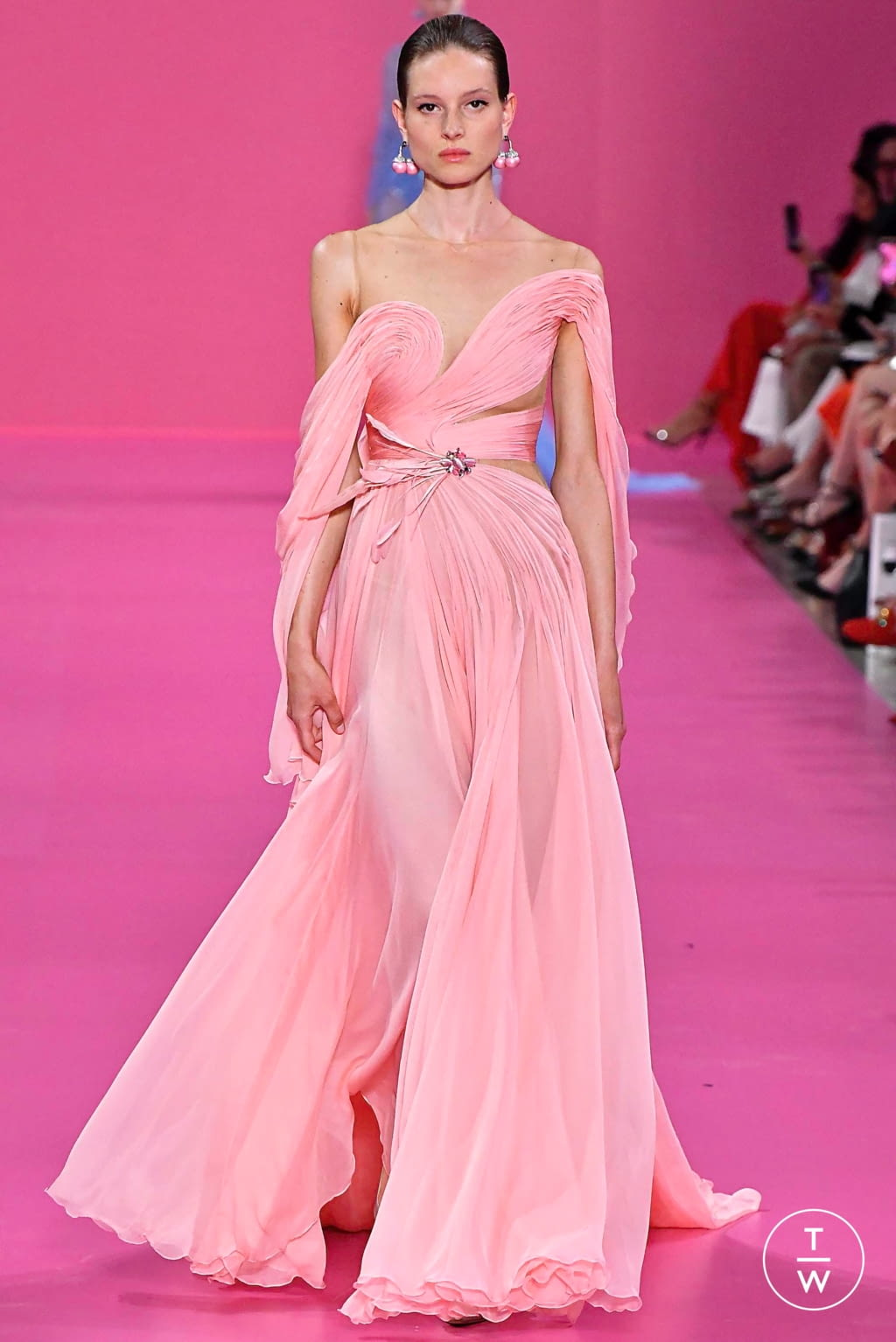 Fashion Week Paris Fall/Winter 2019 look 26 from the Georges Hobeika collection couture