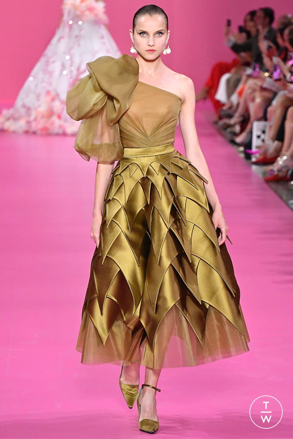Fashion Week Paris Fall/Winter 2019 look 41 from the Georges Hobeika collection couture