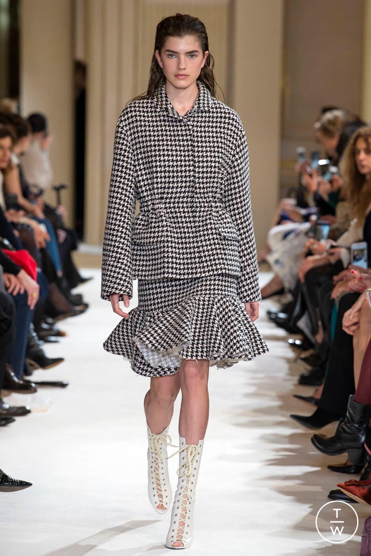 Fashion Week Paris Fall/Winter 2017 look 1 from the Giambattista Valli collection womenswear