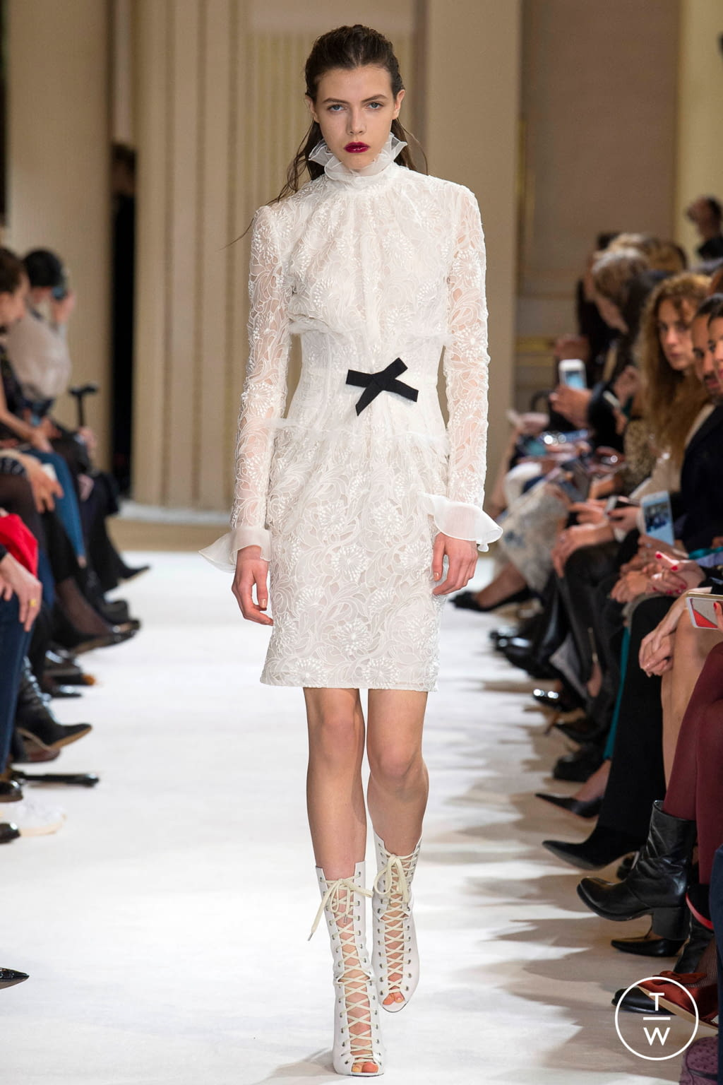 Fashion Week Paris Fall/Winter 2017 look 2 from the Giambattista Valli collection womenswear