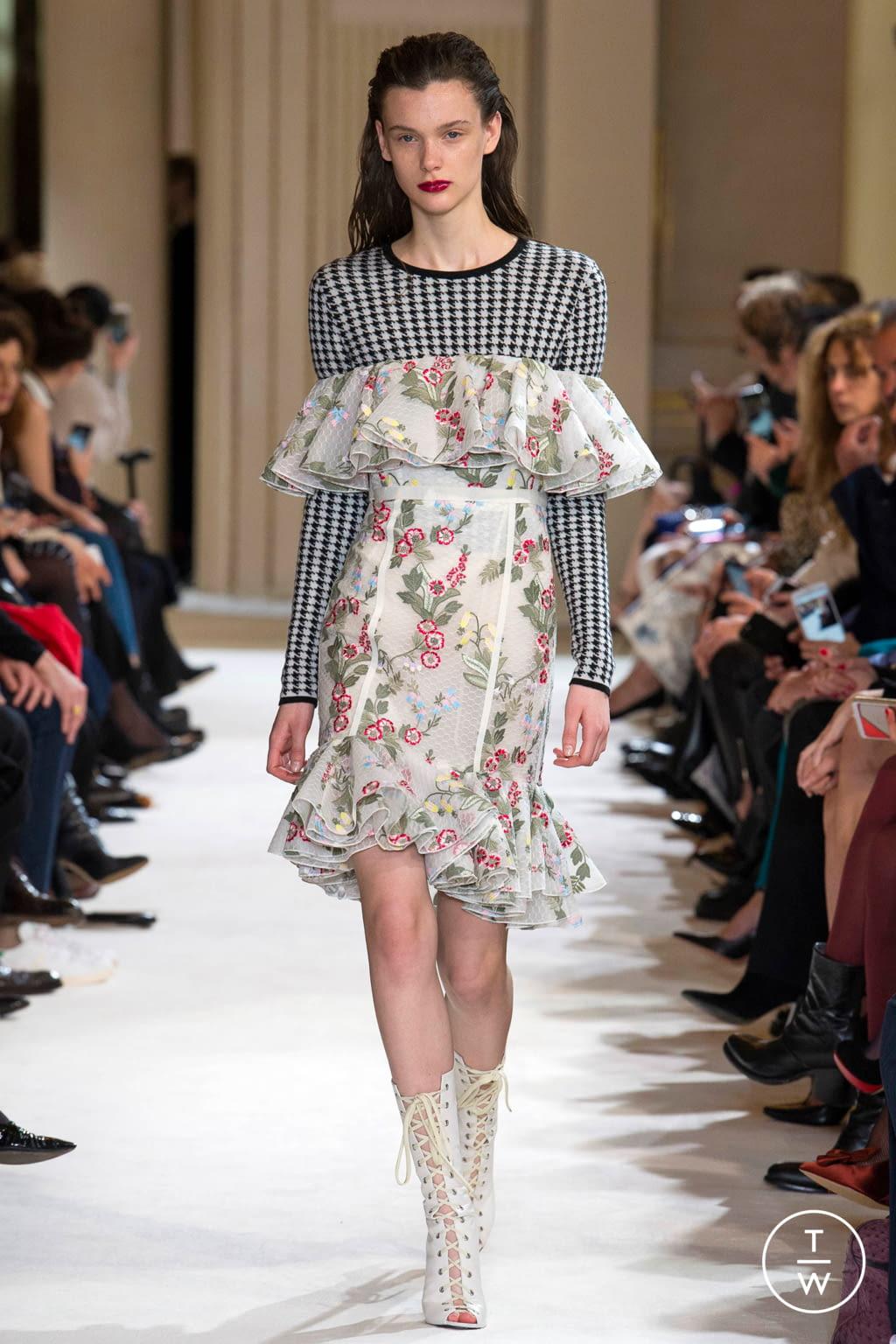 Fashion Week Paris Fall/Winter 2017 look 3 from the Giambattista Valli collection womenswear