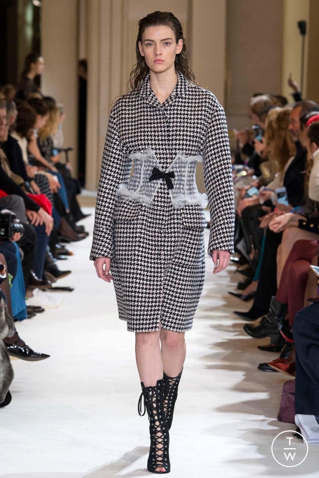 Fashion Week Paris Fall/Winter 2017 look 4 from the Giambattista Valli collection womenswear