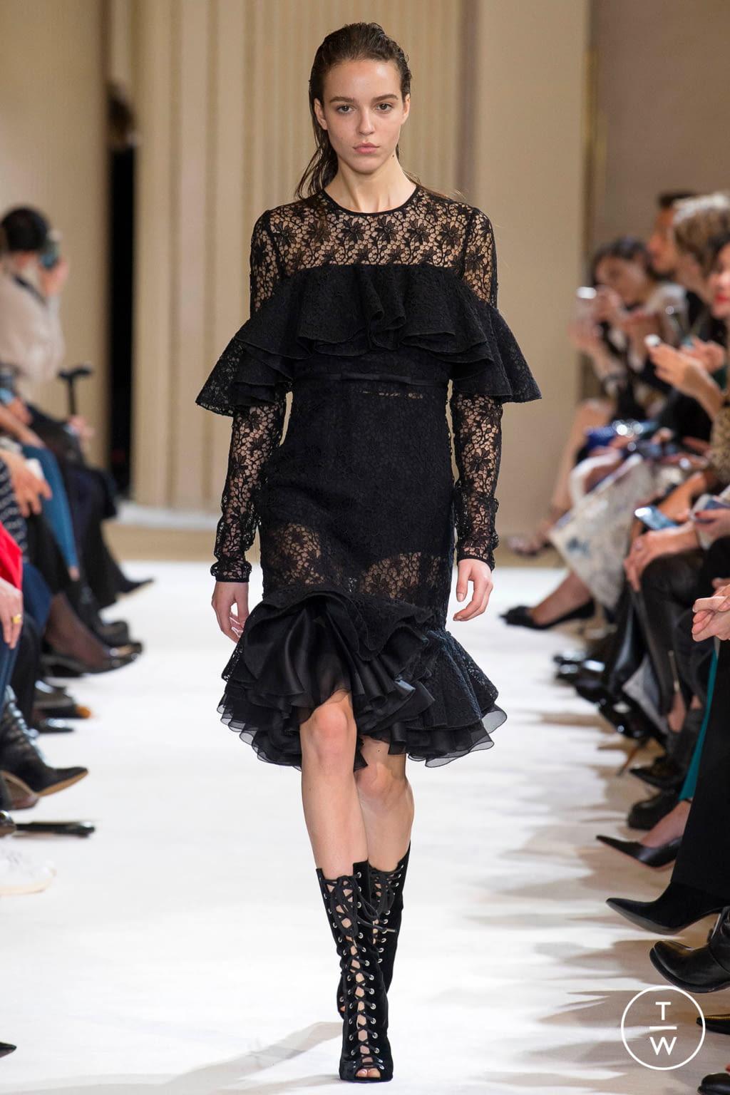 Fashion Week Paris Fall/Winter 2017 look 5 from the Giambattista Valli collection womenswear