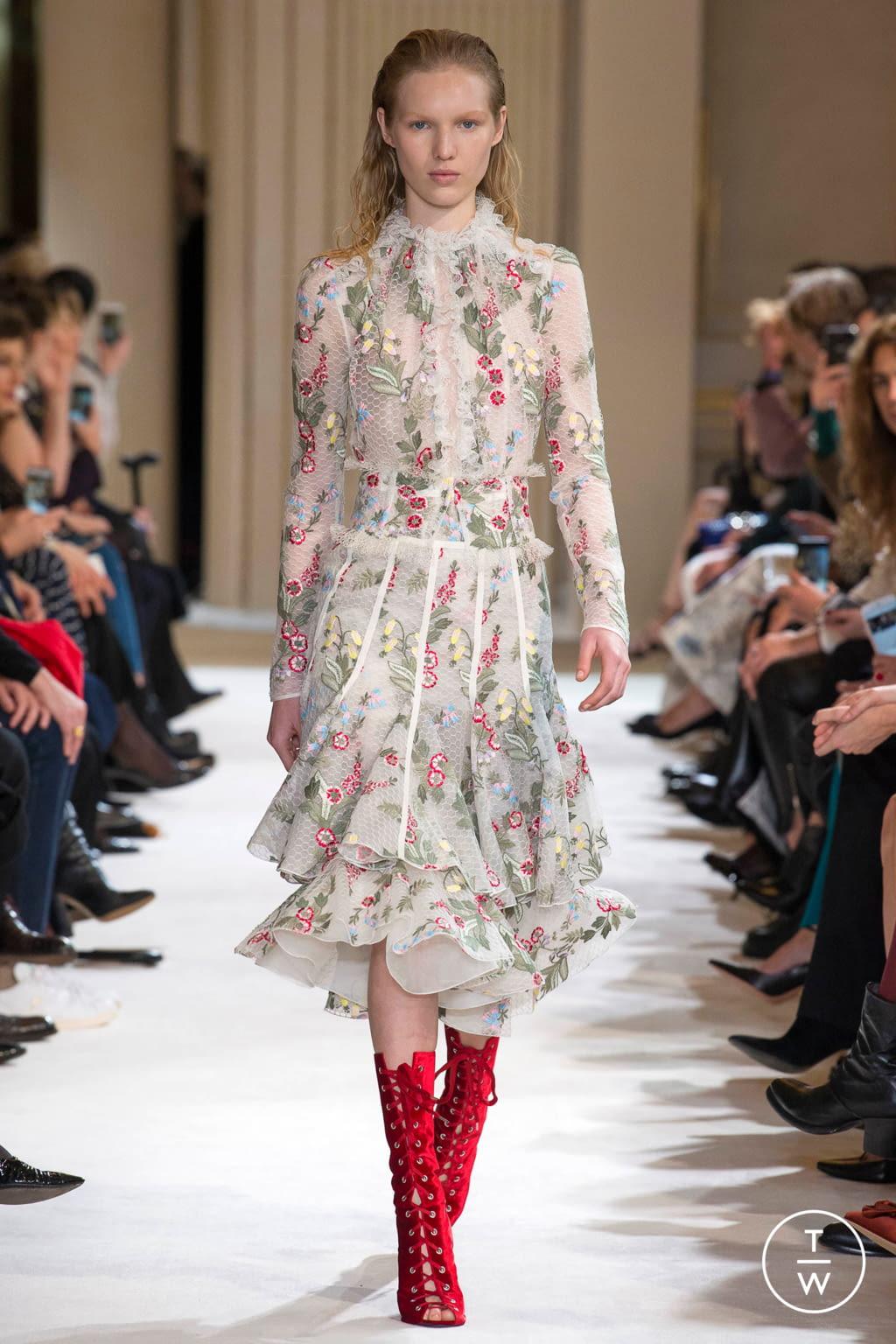 Fashion Week Paris Fall/Winter 2017 look 6 from the Giambattista Valli collection womenswear