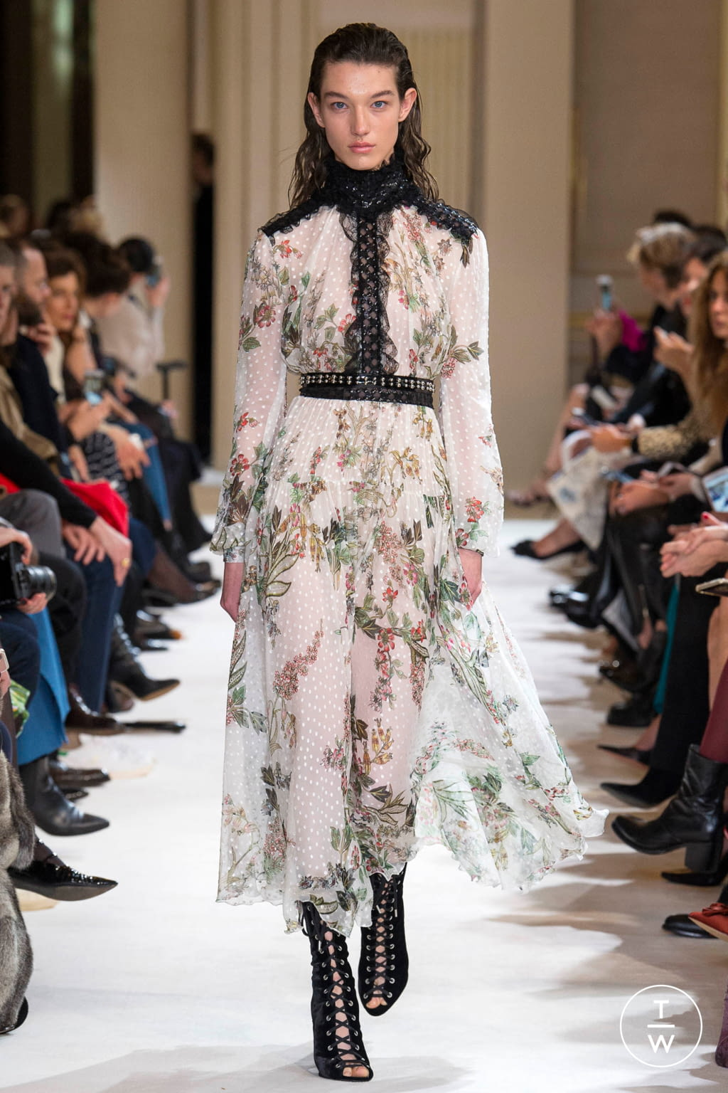 Fashion Week Paris Fall/Winter 2017 look 10 from the Giambattista Valli collection womenswear