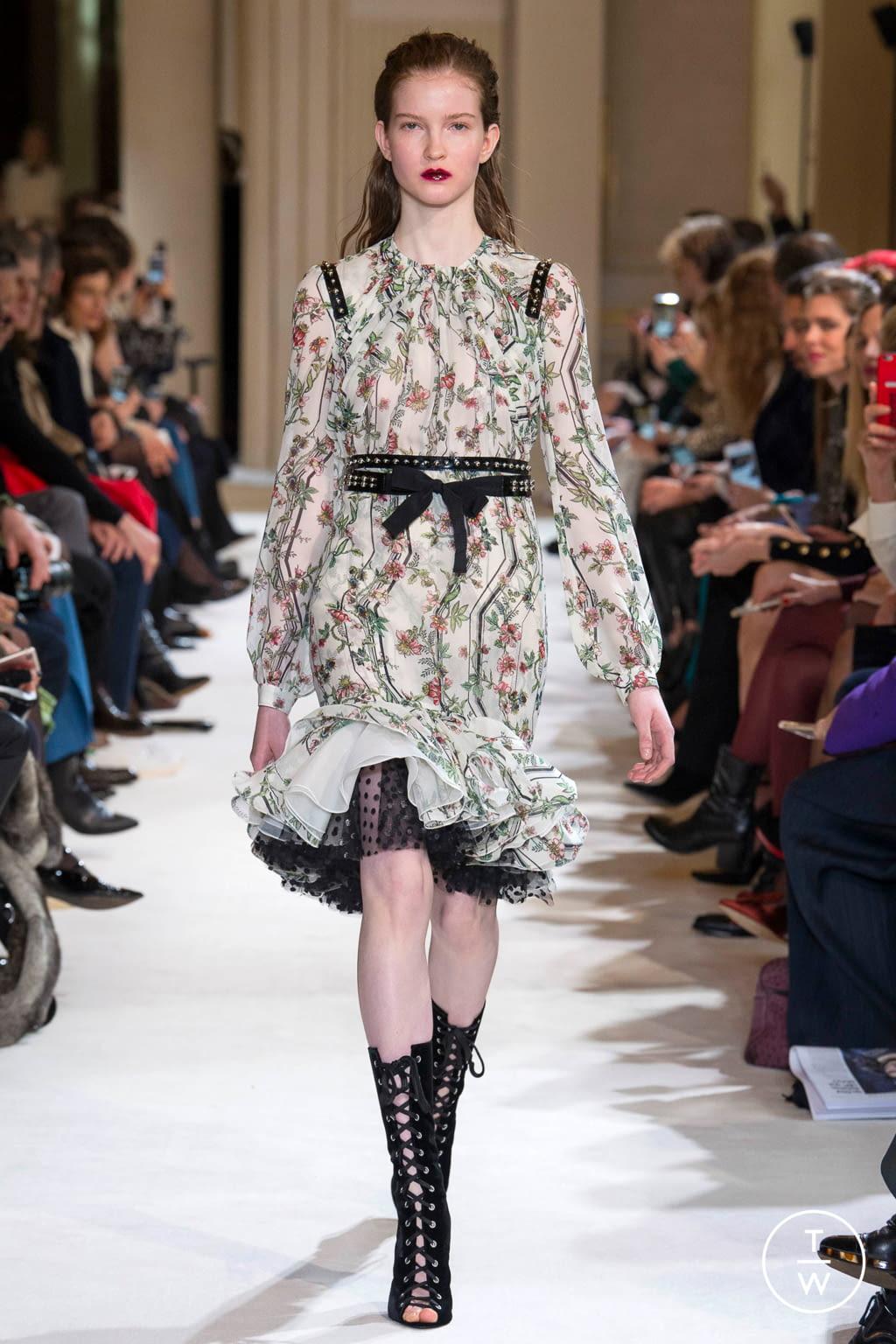 Fashion Week Paris Fall/Winter 2017 look 12 from the Giambattista Valli collection womenswear