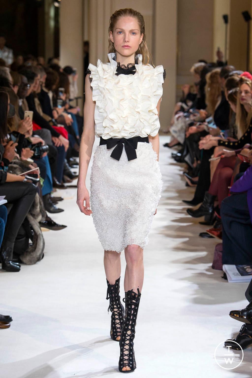 Fashion Week Paris Fall/Winter 2017 look 14 from the Giambattista Valli collection womenswear