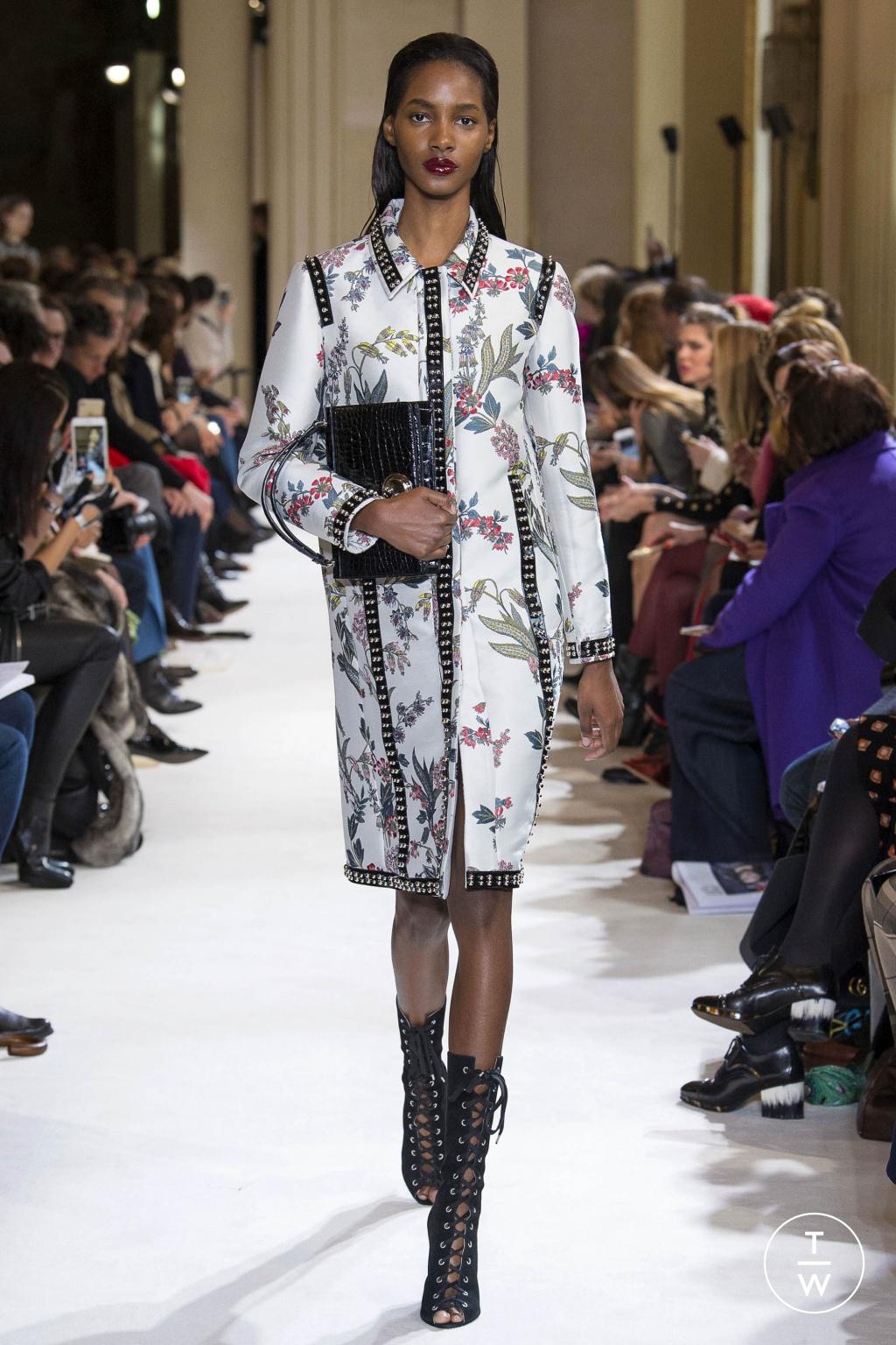 Fashion Week Paris Fall/Winter 2017 look 15 from the Giambattista Valli collection womenswear