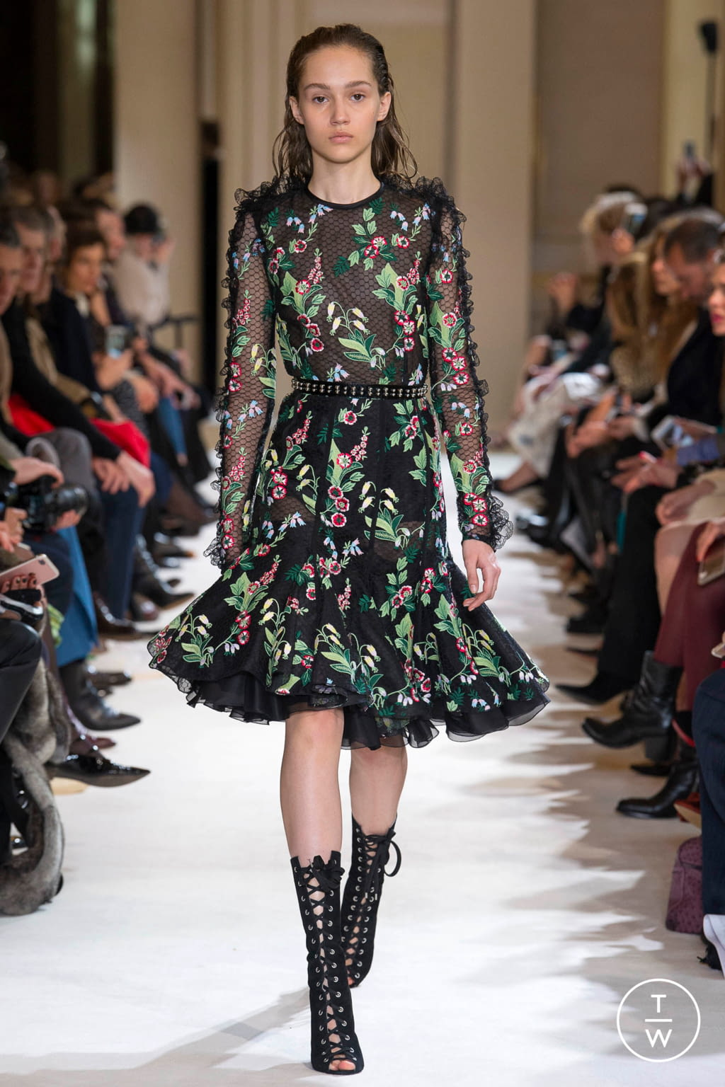 Fashion Week Paris Fall/Winter 2017 look 20 from the Giambattista Valli collection womenswear