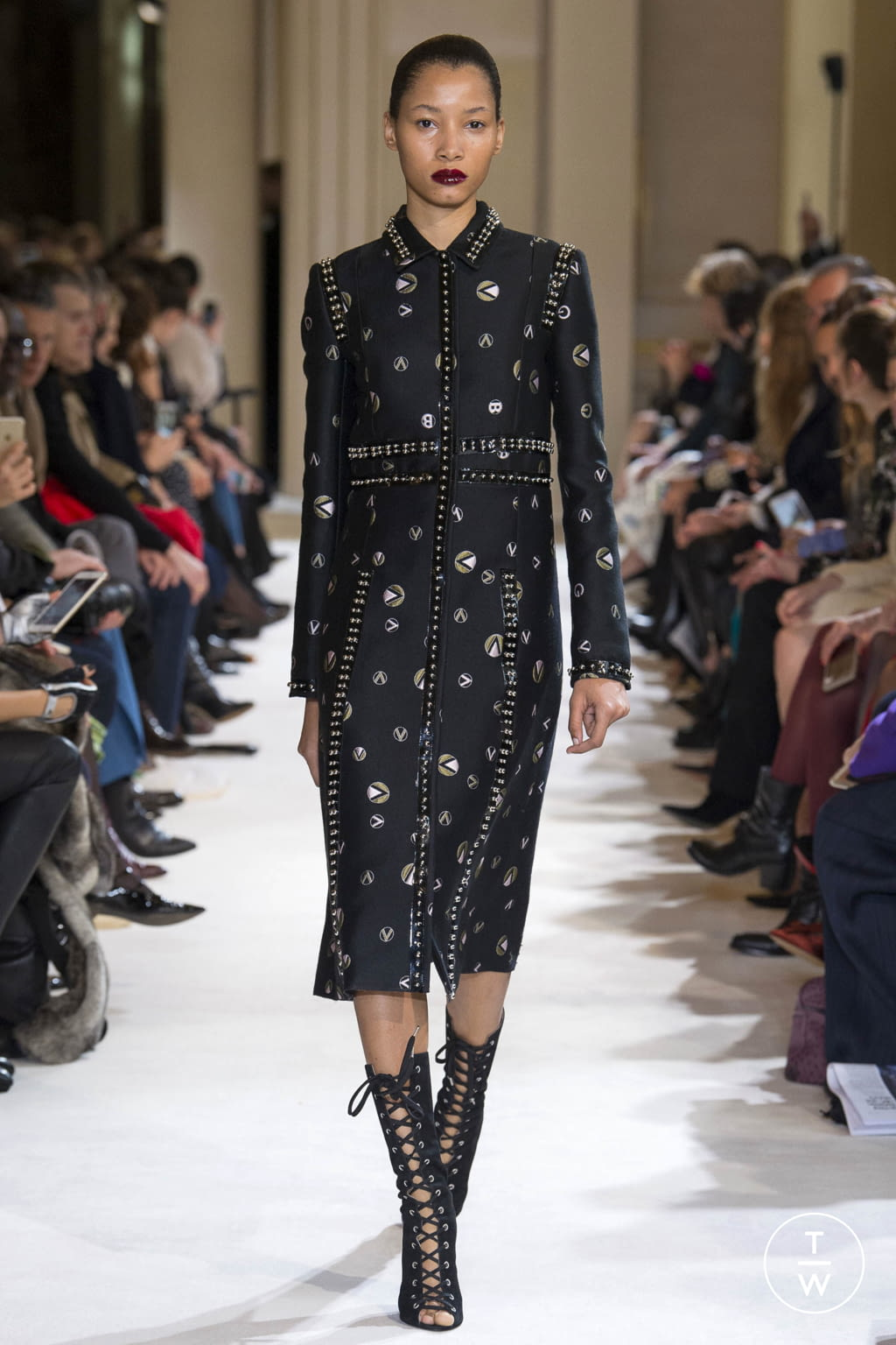 Fashion Week Paris Fall/Winter 2017 look 21 from the Giambattista Valli collection womenswear