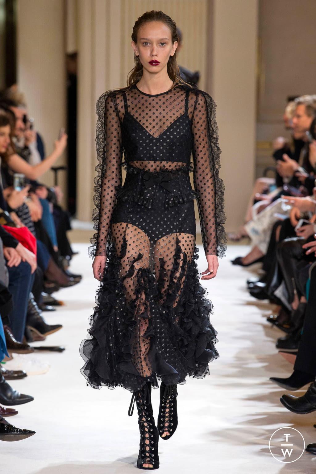 Fashion Week Paris Fall/Winter 2017 look 24 from the Giambattista Valli collection womenswear