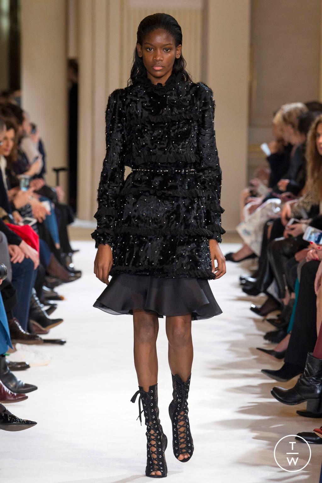 Fashion Week Paris Fall/Winter 2017 look 29 from the Giambattista Valli collection womenswear