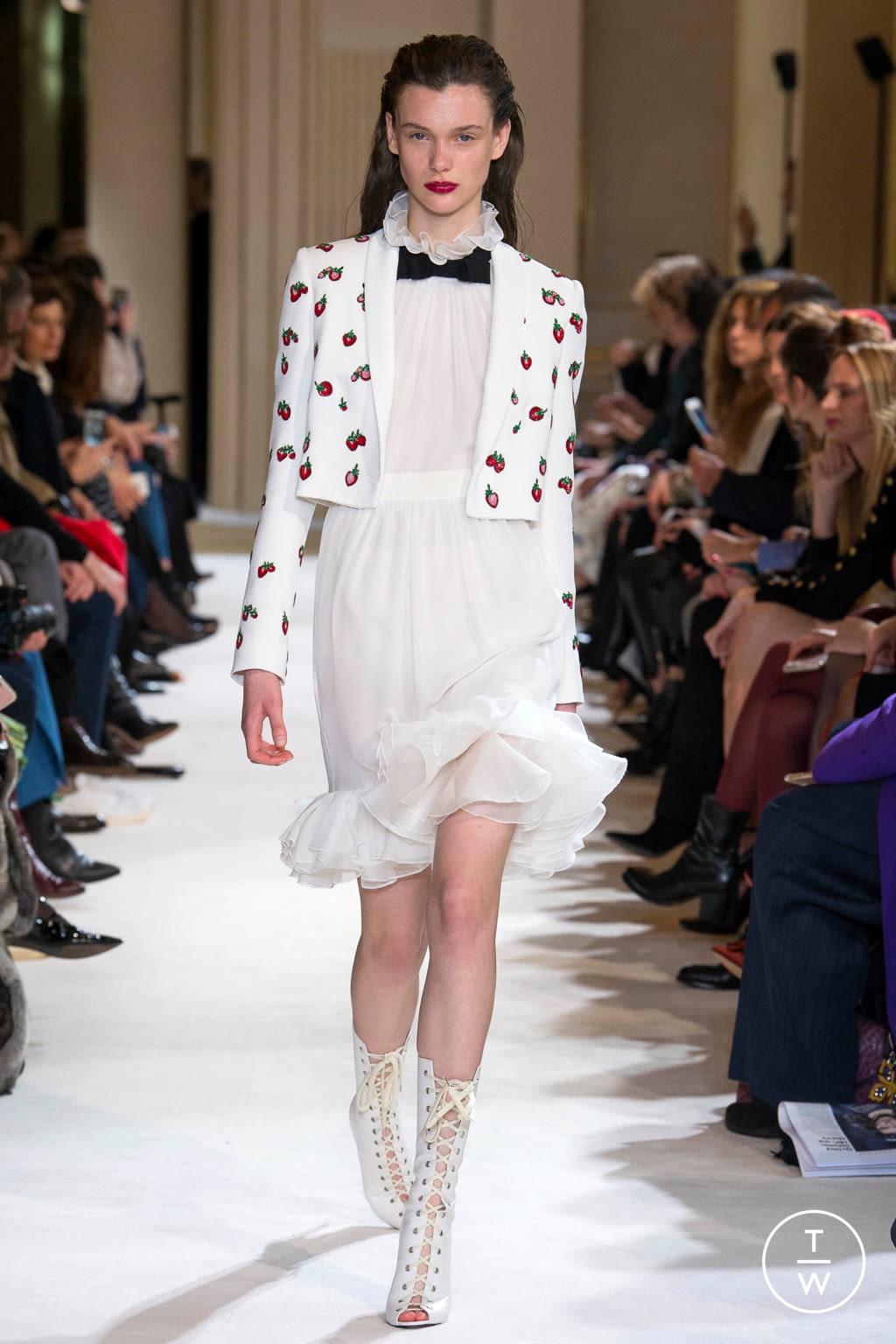 Fashion Week Paris Fall/Winter 2017 look 30 from the Giambattista Valli collection womenswear