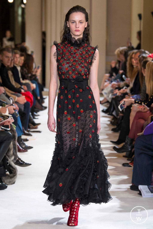 Fashion Week Paris Fall/Winter 2017 look 43 from the Giambattista Valli collection womenswear