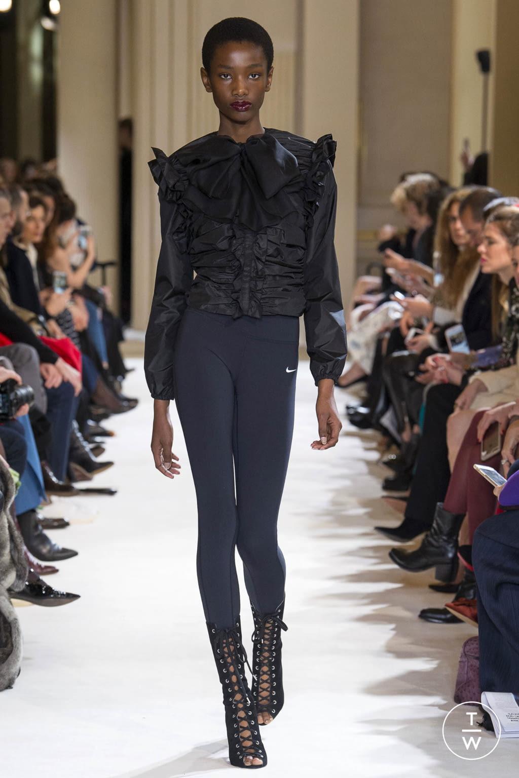 Fashion Week Paris Fall/Winter 2017 look 25 from the Giambattista Valli collection womenswear