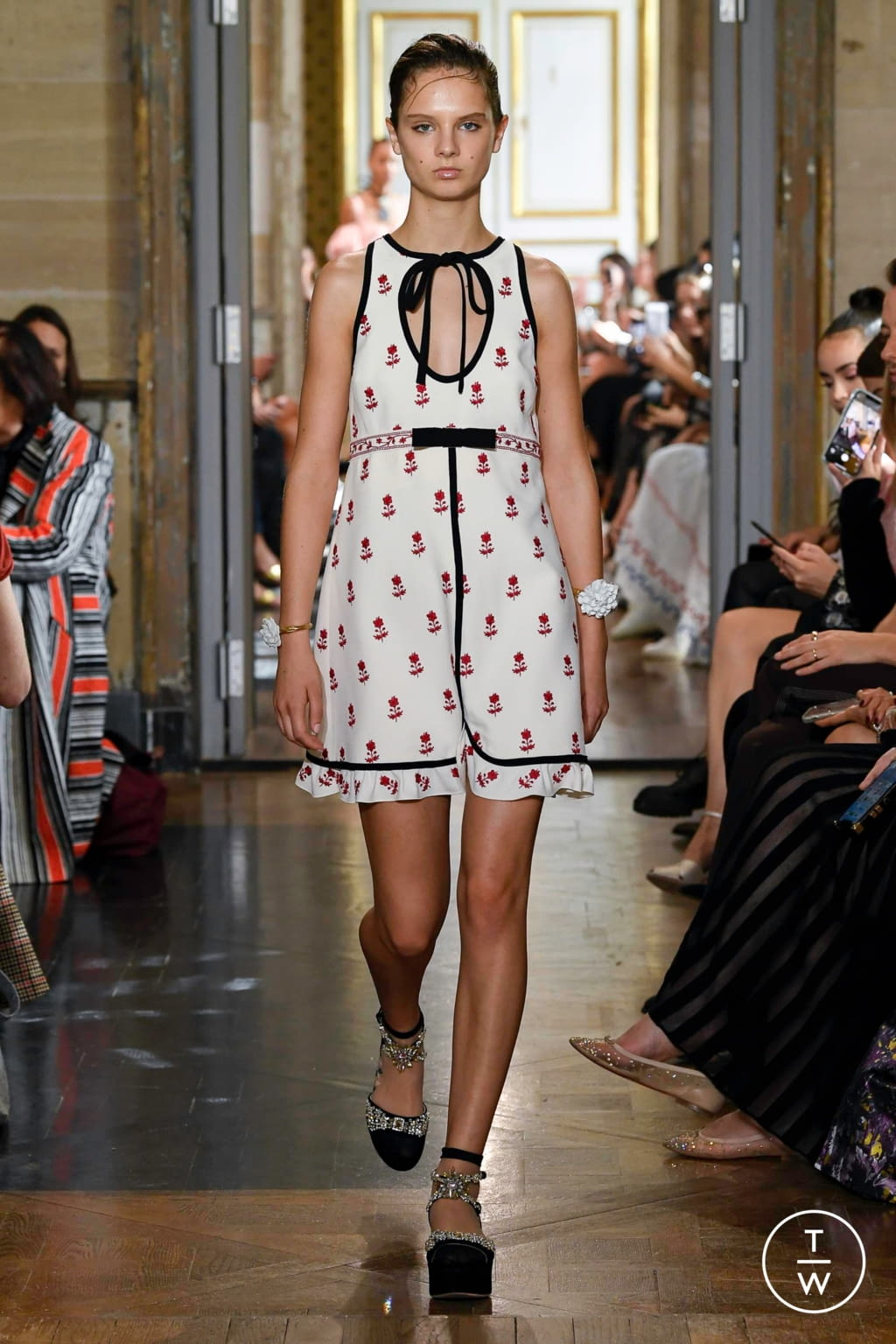 Fashion Week Paris Spring/Summer 2020 look 2 de la collection Giambattista Valli womenswear