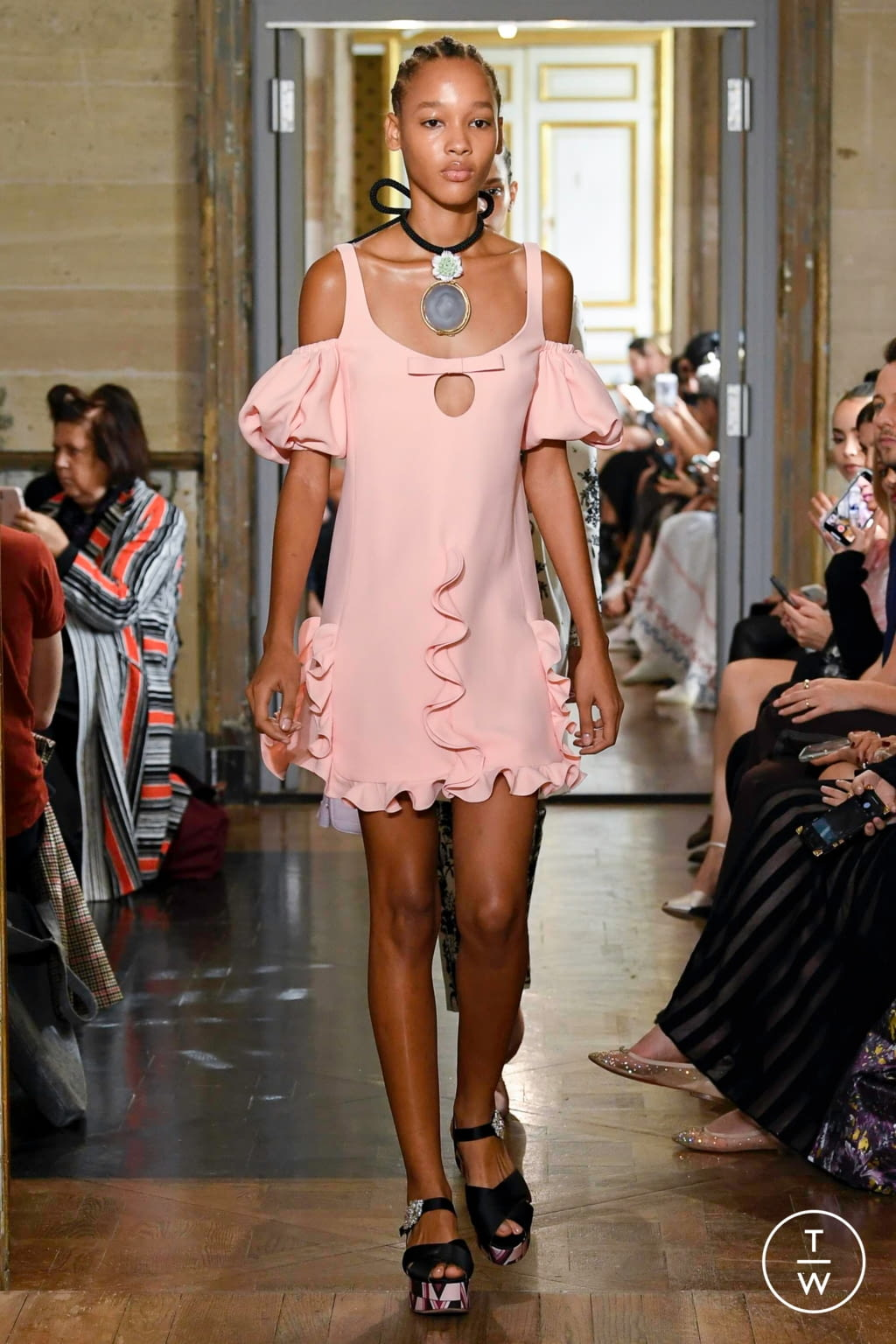 Fashion Week Paris Spring/Summer 2020 look 3 de la collection Giambattista Valli womenswear
