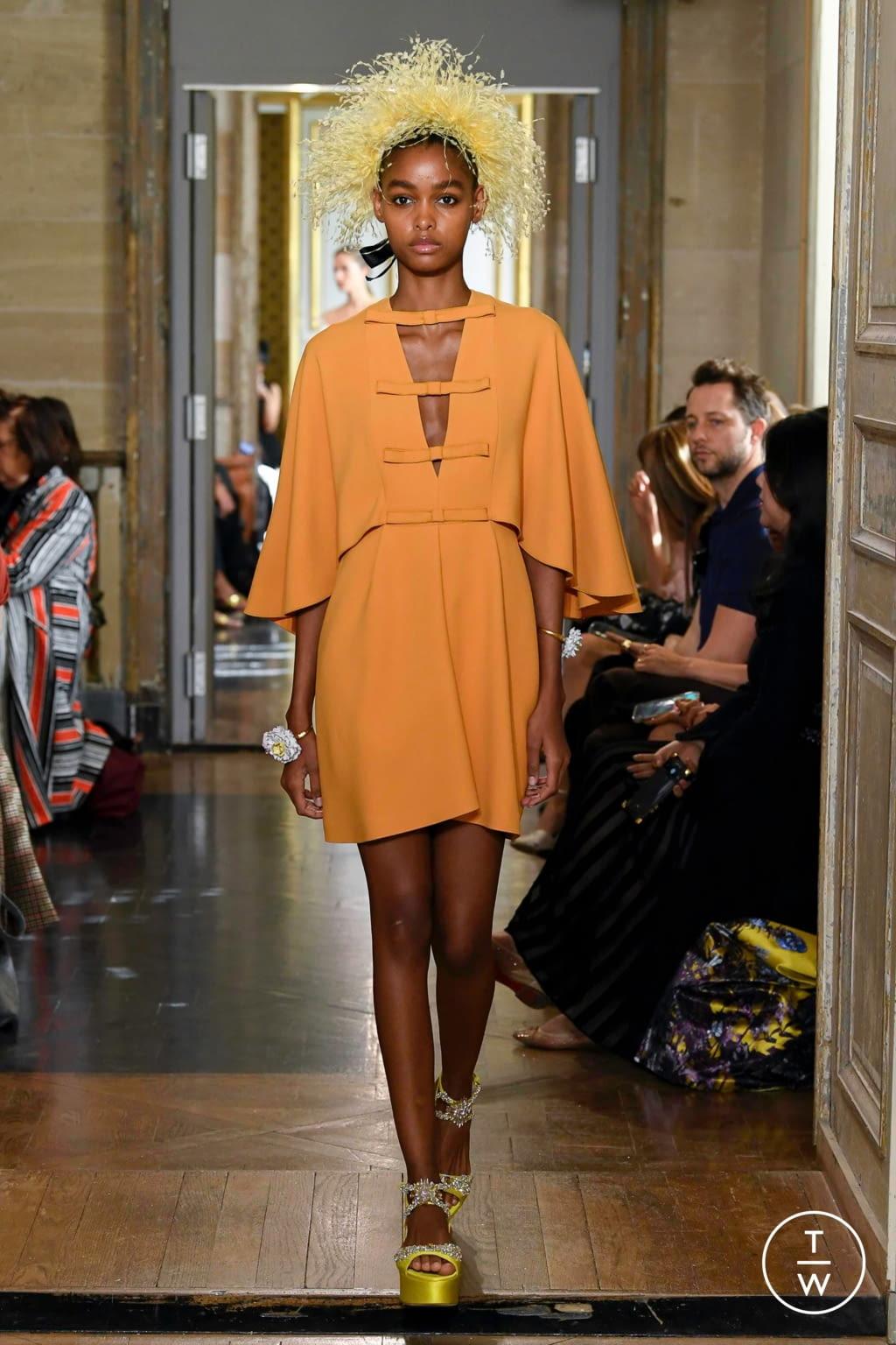 Fashion Week Paris Spring/Summer 2020 look 17 from the Giambattista Valli collection 女装