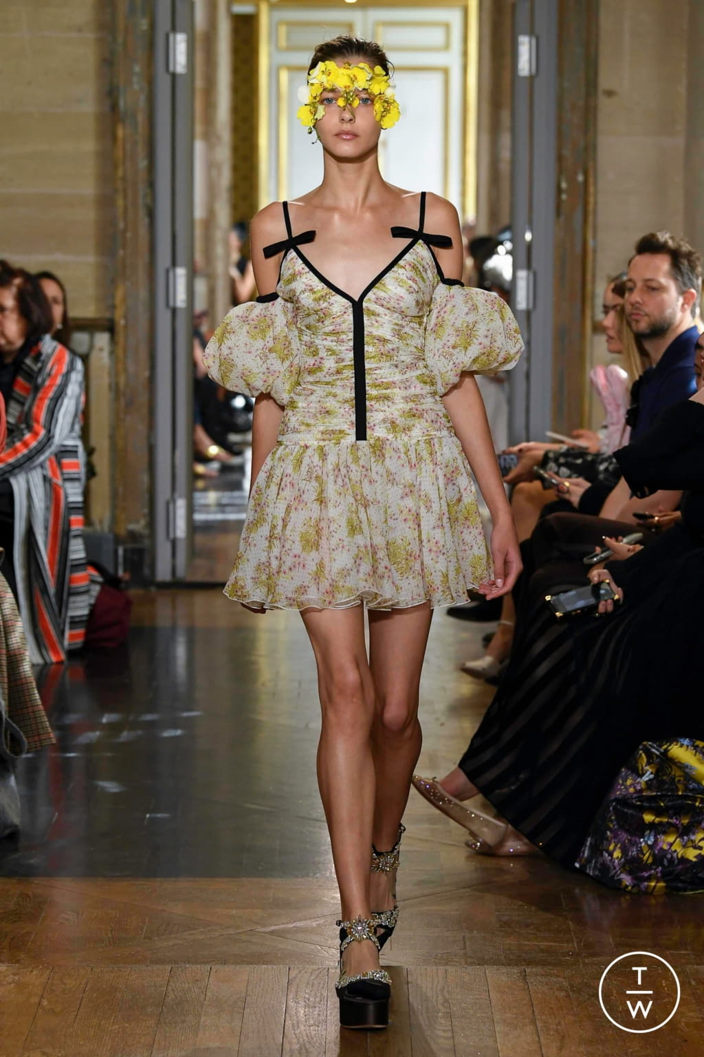 Fashion Week Paris Spring/Summer 2020 look 21 from the Giambattista Valli collection 女装