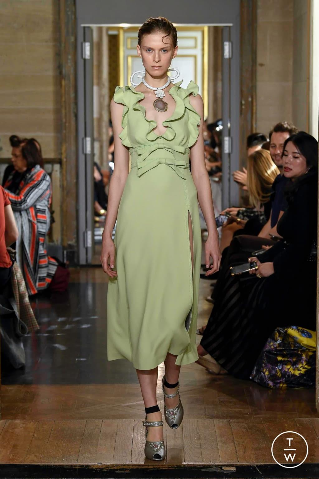 Fashion Week Paris Spring/Summer 2020 look 23 from the Giambattista Valli collection 女装