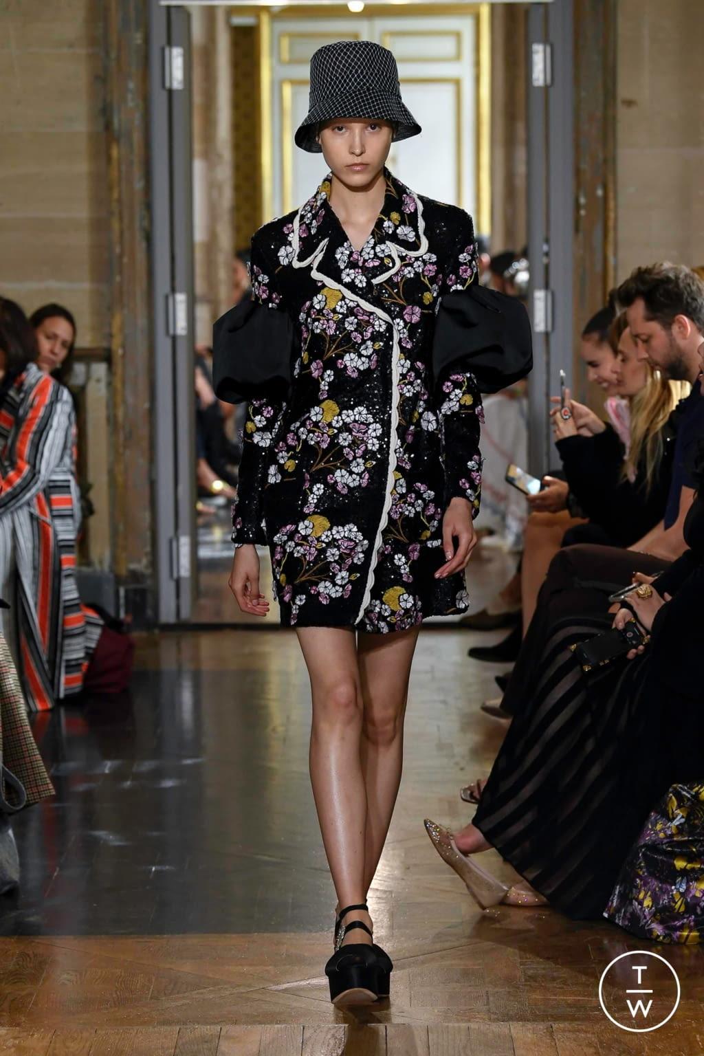 Fashion Week Paris Spring/Summer 2020 look 32 from the Giambattista Valli collection 女装