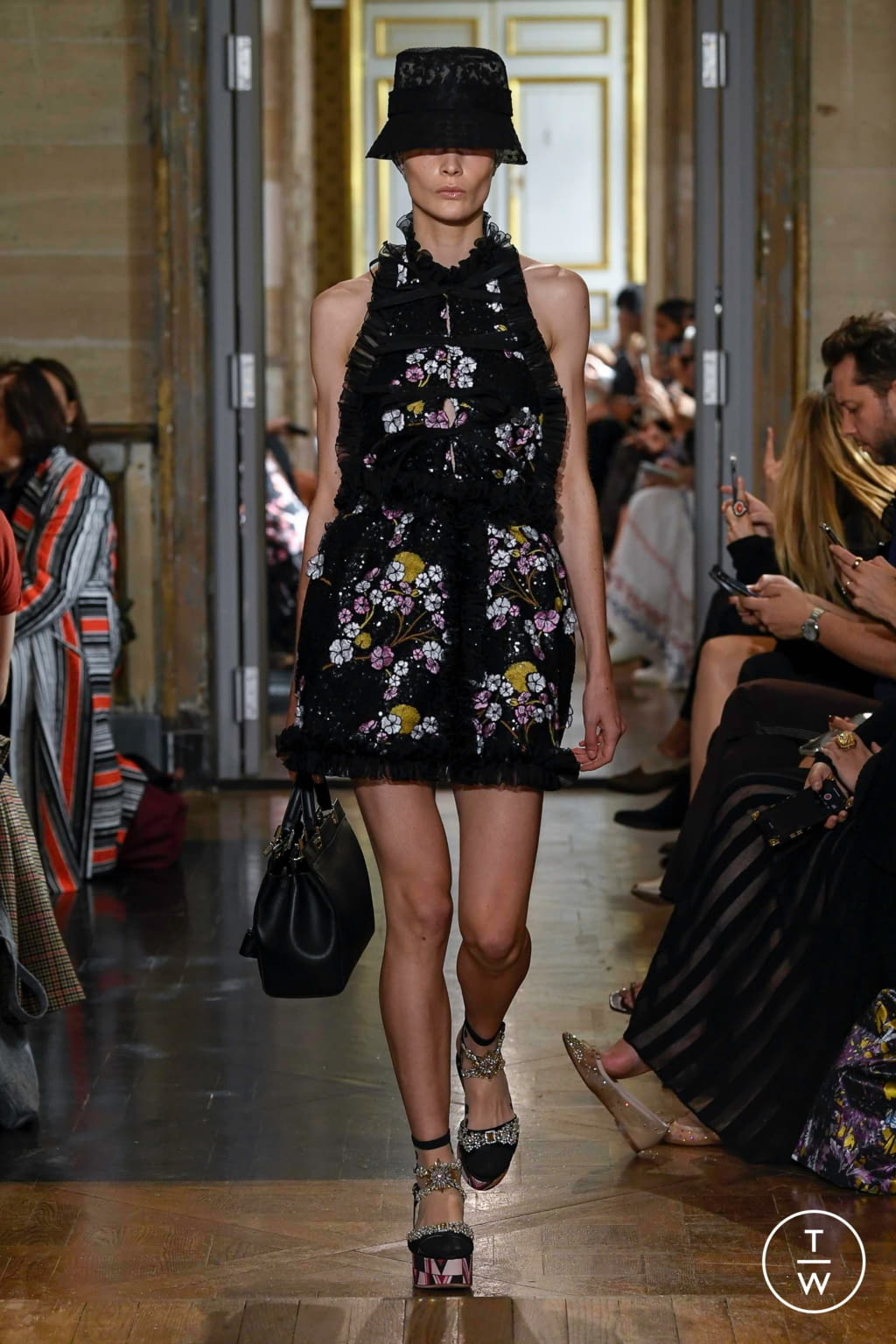 Fashion Week Paris Spring/Summer 2020 look 34 from the Giambattista Valli collection 女装