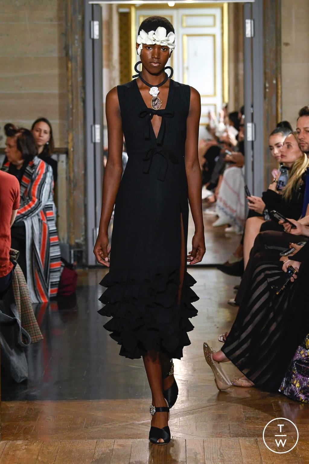 Fashion Week Paris Spring/Summer 2020 look 37 from the Giambattista Valli collection 女装