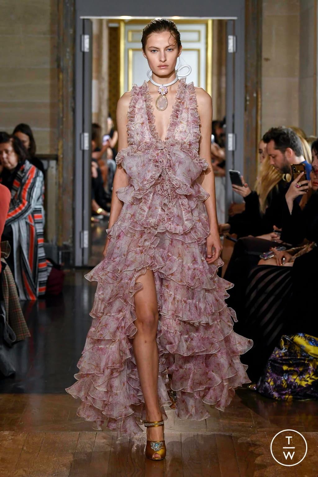 Fashion Week Paris Spring/Summer 2020 look 54 from the Giambattista Valli collection 女装