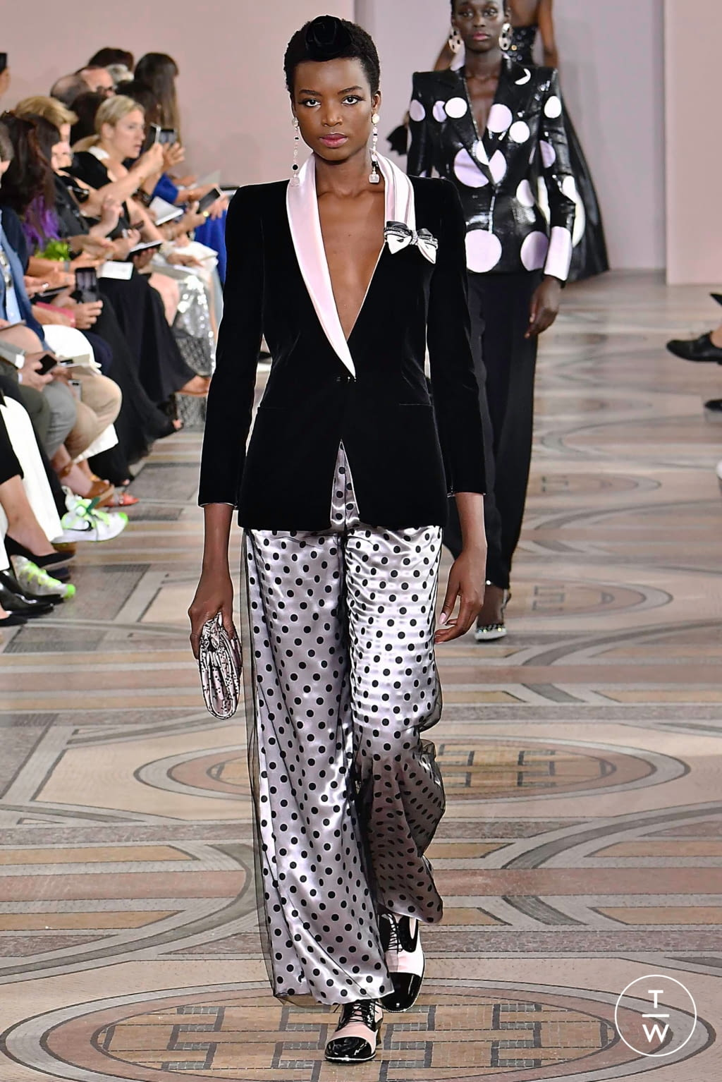 Fashion Week Paris Fall/Winter 2019 look 6 from the Giorgio Armani Privé collection couture