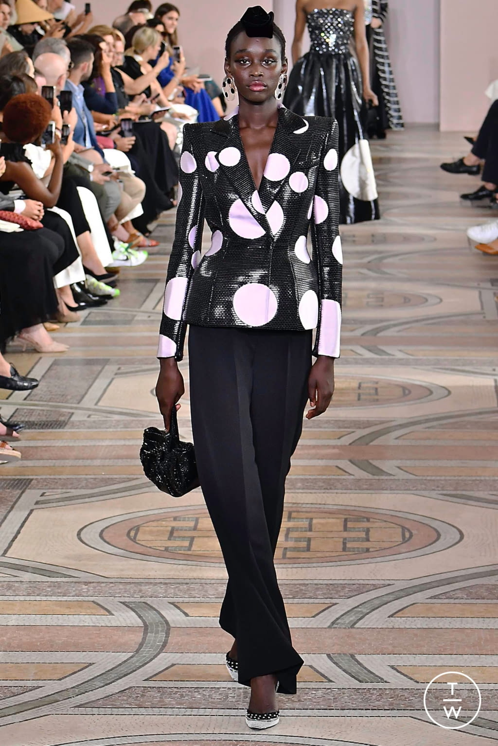 Fashion Week Paris Fall/Winter 2019 look 7 from the Giorgio Armani Privé collection couture